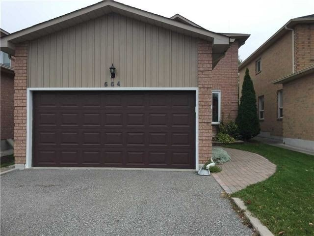 pictures of 664 College Manor Dr, Newmarket L3Y8M2