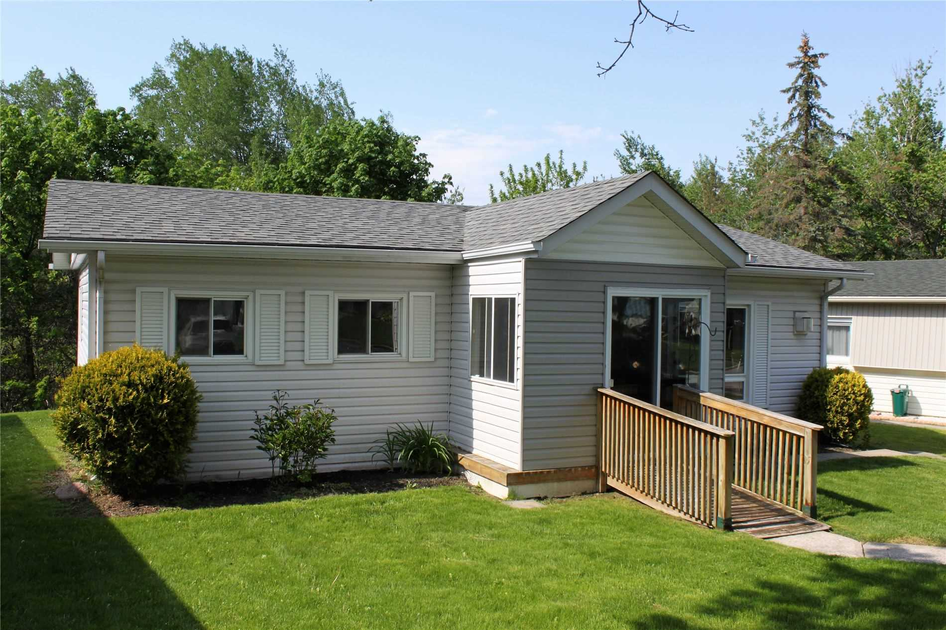 pictures of house for sale MLS: N4722426 located at 52 Flora Dr, Innisfil L9S1R1
