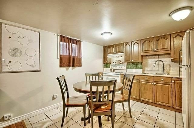 pictures of 204 Septonne Ave, Newmarket L3Y2W6