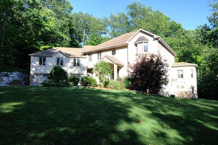 pictures of 92 Sherwood Glen, East Gwillimbury L9N1R3
