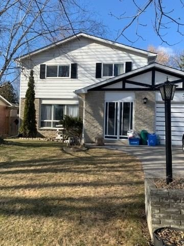 pictures of house for sale MLS: N4726584 located at 10 Stewart St W, New Tecumseth L0M1A0