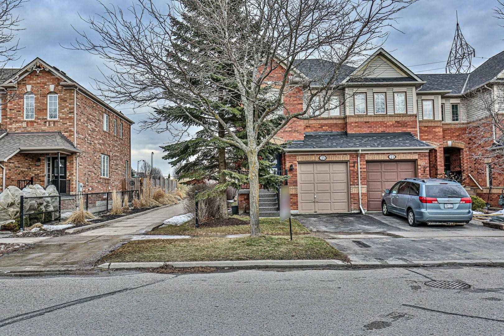 pictures of house for sale MLS: N4727332 located at 25 Snedden Ave, Aurora L4G7J6