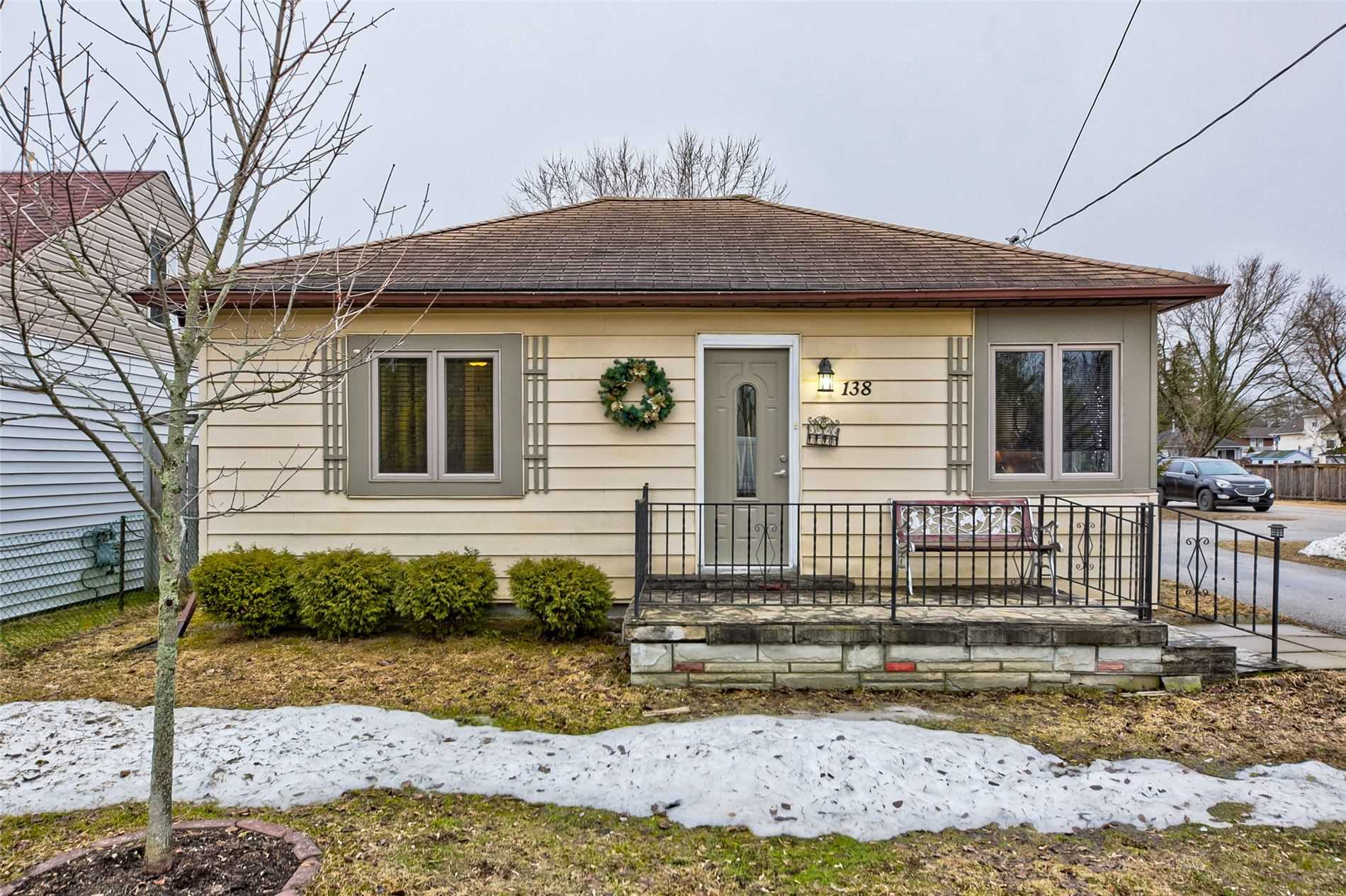 pictures of house for sale MLS: N4728070 located at 138 Queen St, Essa L0M1B0