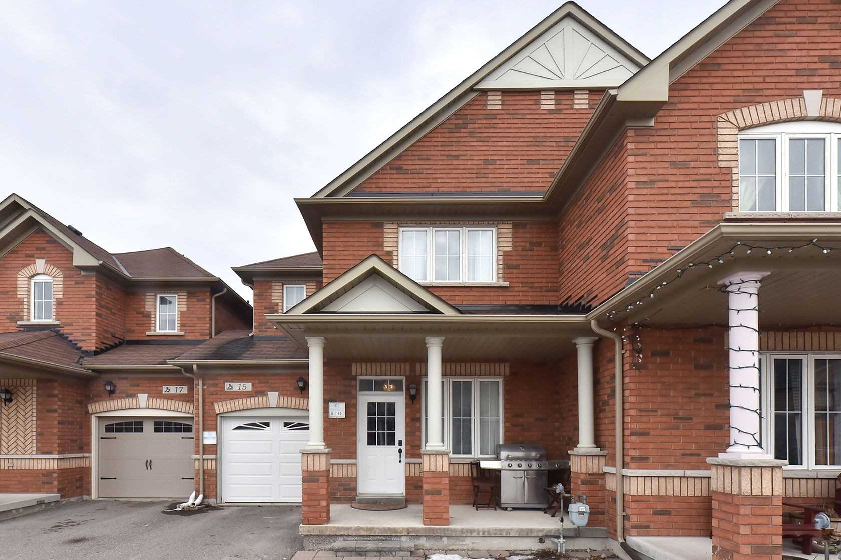 pictures of house for sale MLS: N4730176 located at 15 Aubergine St, Richmond Hill L4E5A8