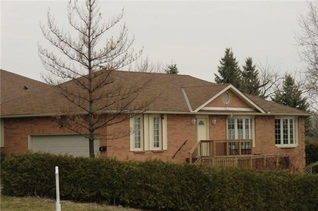 pictures of 2 Lanewood Dr, Aurora L4G4T9