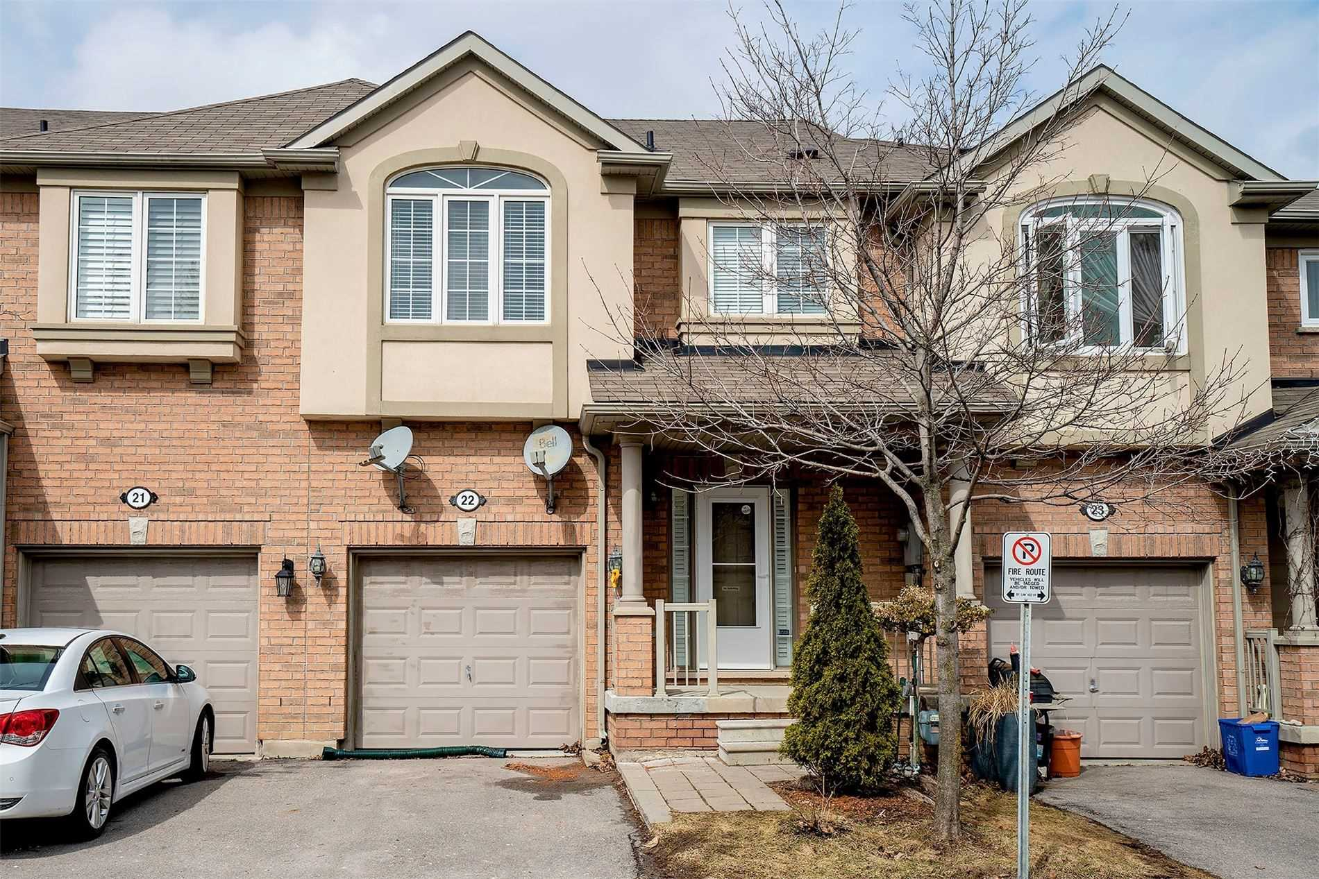 pictures of house for sale MLS: N4731684 located at 71 Puccini Dr, Richmond Hill L4E4X8