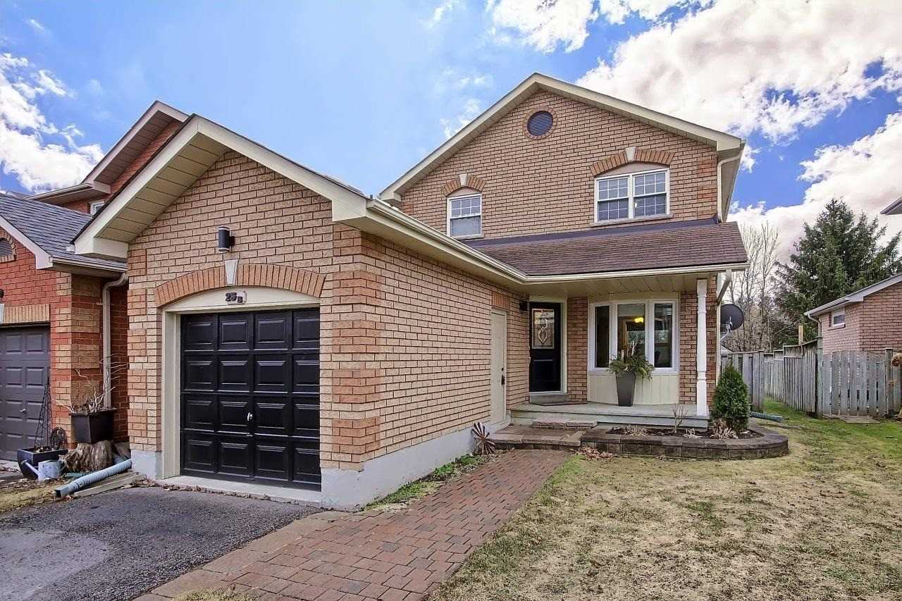 pictures of house for sale MLS: N4732711 located at 25B South Balsam St, Uxbridge L9P1V2