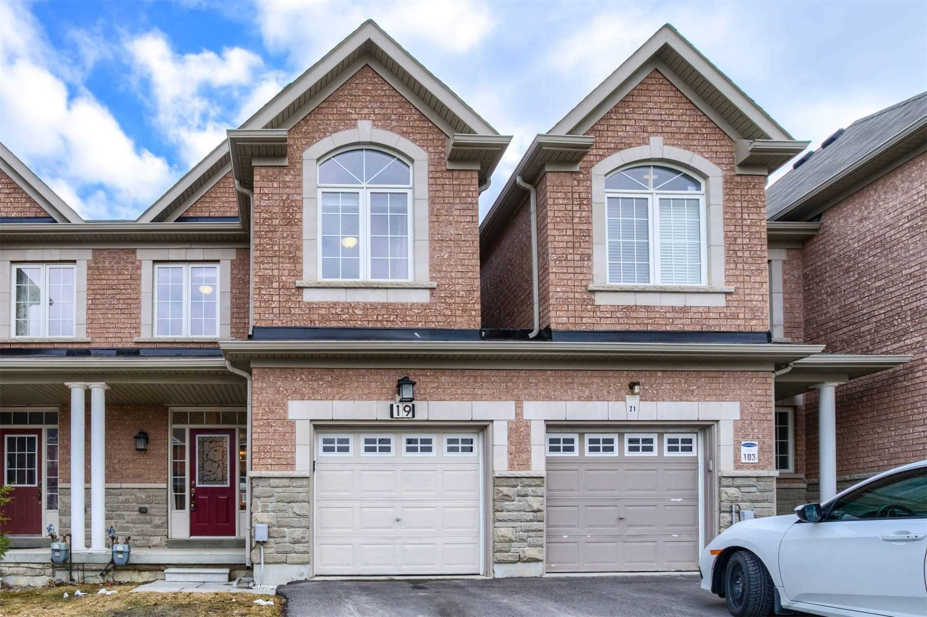 pictures of house for sale MLS: N4733029 located at 19 Pacific Rim Crt, Richmond Hill L4E0W8