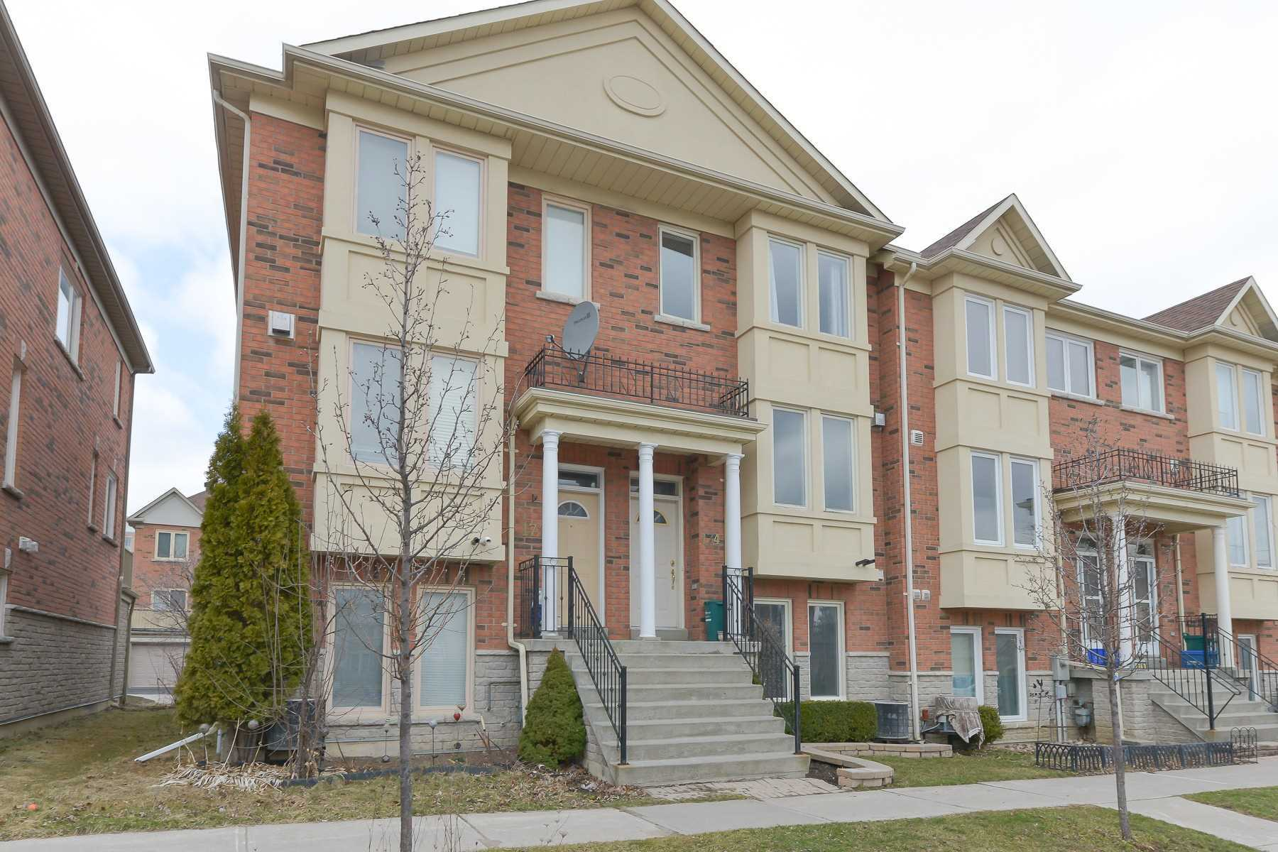 pictures of house for sale MLS: N4733082 located at 174 Galleria Pkwy, Markham L3T7V2