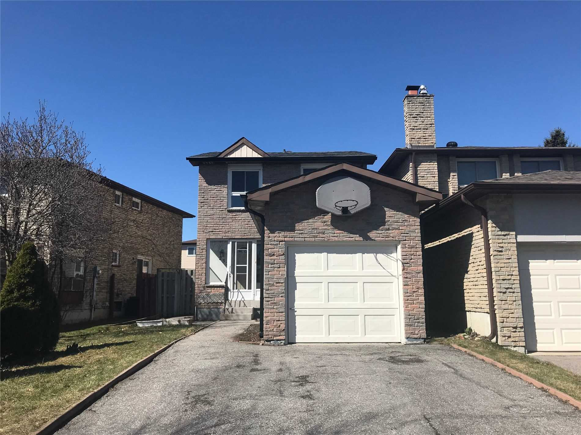pictures of house for sale MLS: N4735888 located at 257 Risebrough Crct, Markham L3R3J3