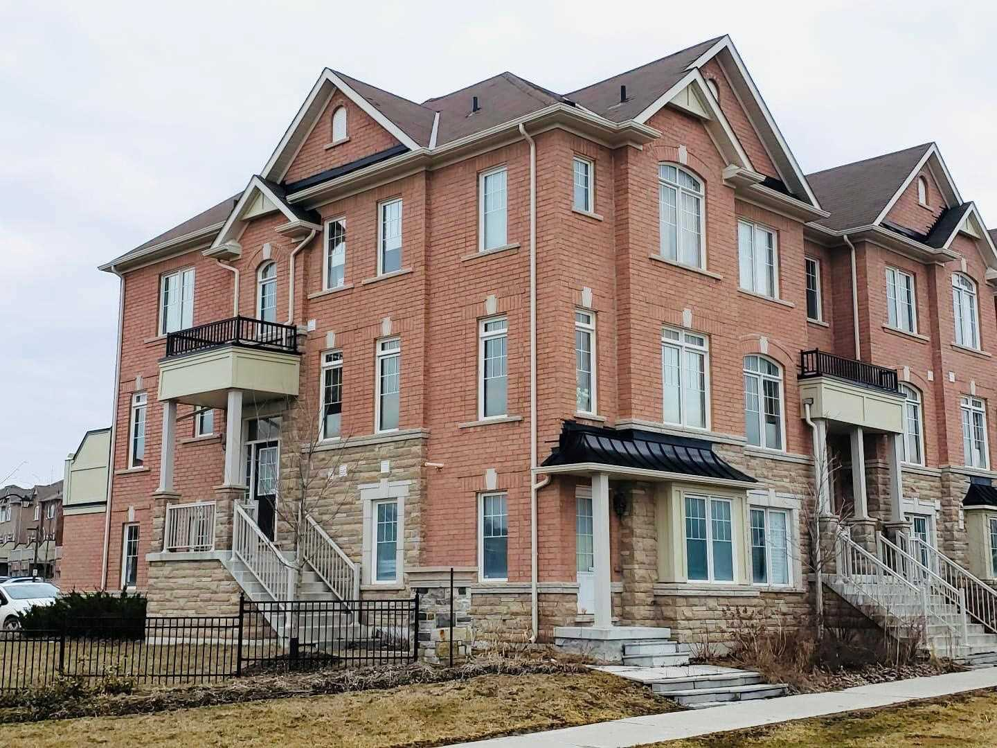pictures of house for sale MLS: N4737523 located at 11 Dundas Way, Markham L6E0R7