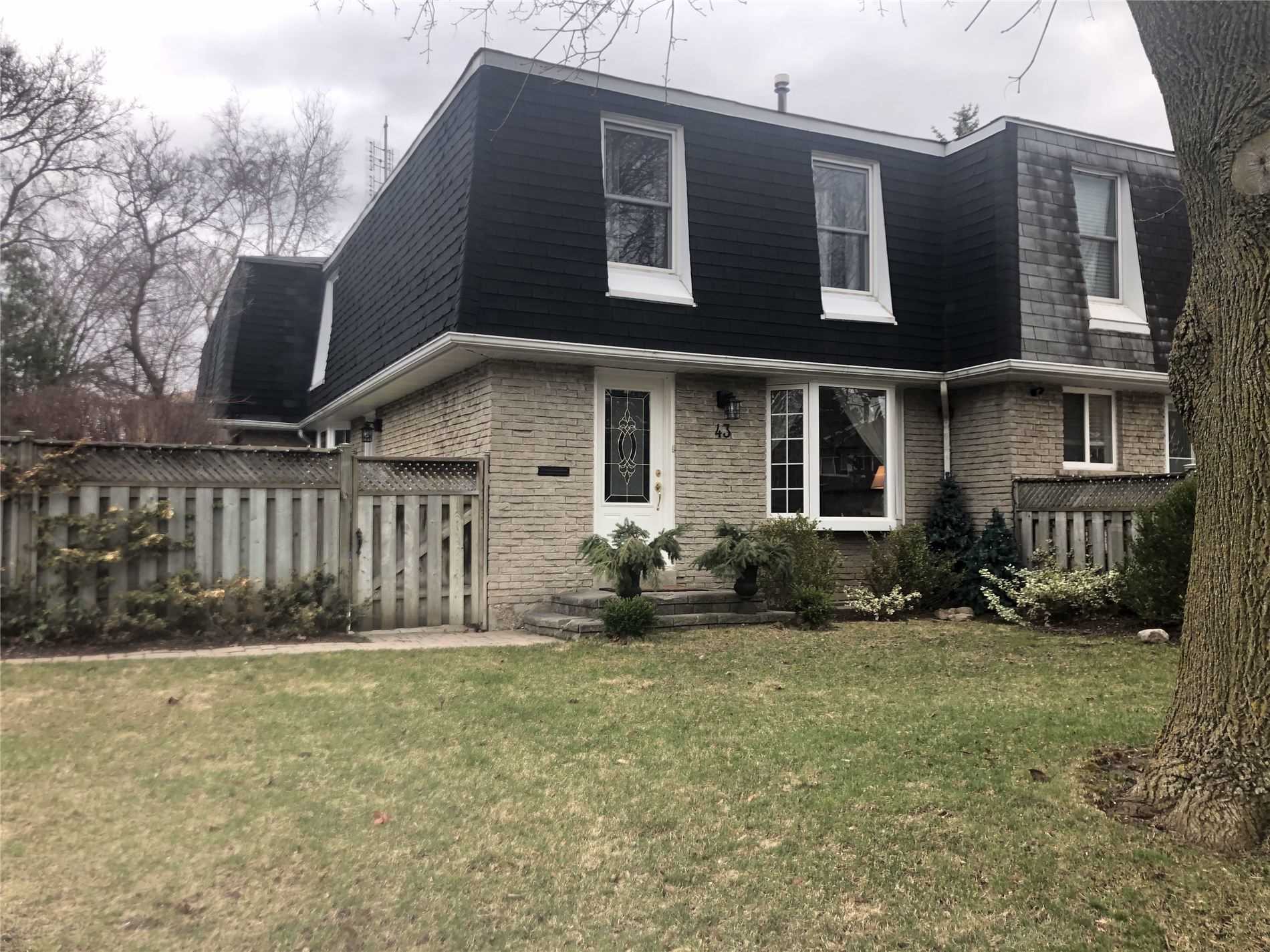 pictures of house for sale MLS: N4737717 located at 43 Castle Rock Dr, Richmond Hill L4C5A3