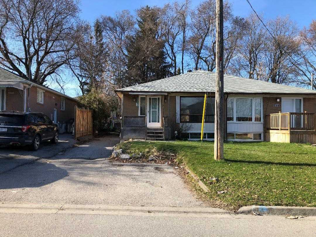pictures of 207 Septonne Ave, Newmarket L3Y2W5