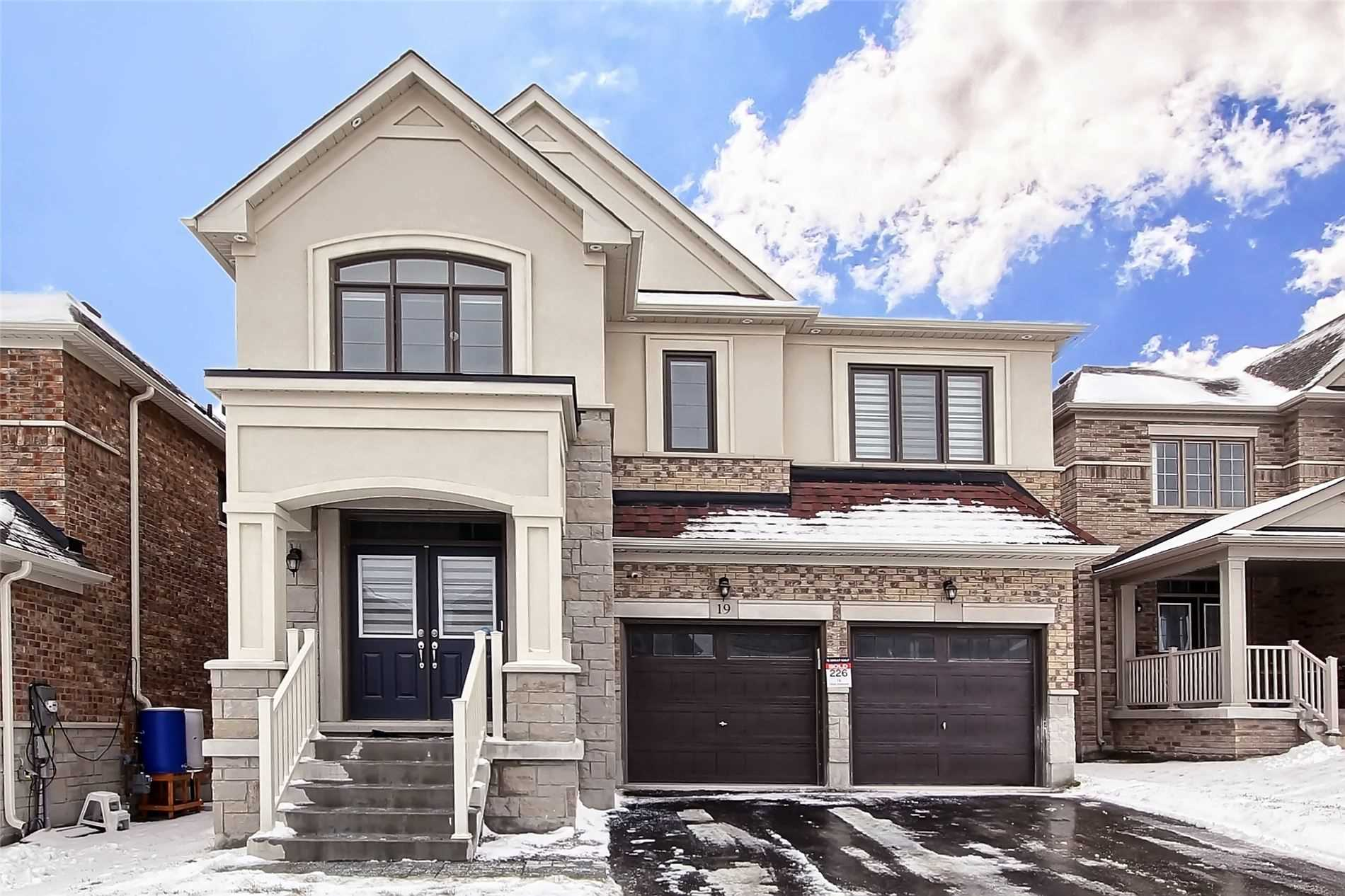 pictures of 19 Tesla Cres, East Gwillimbury L9N0T3