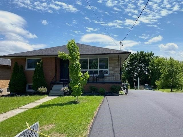 pictures of house for sale MLS: N4758115 located at 130 John St E, Bradford West Gwillimbury L3Z1G3