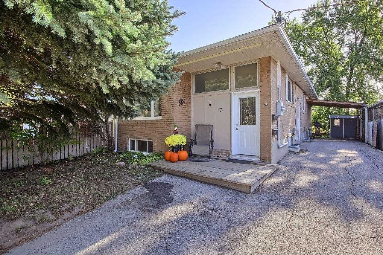 pictures of 47 Longford Dr, Newmarket L3Y2Y6