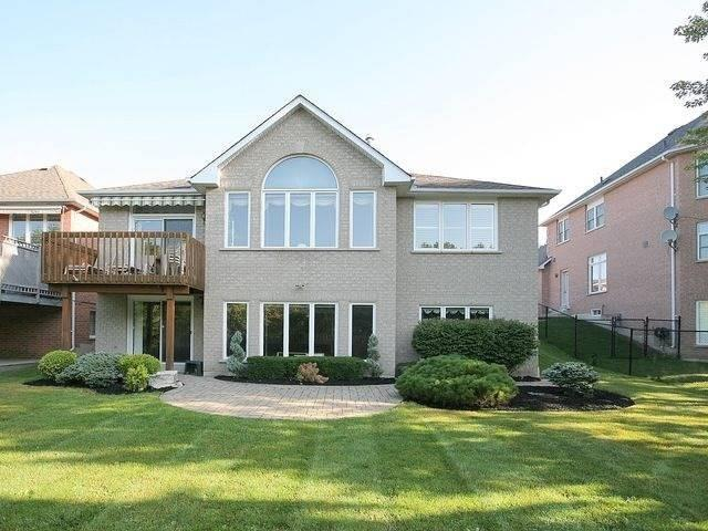 pictures of 824 Shadrach Dr, Newmarket L3X2H2