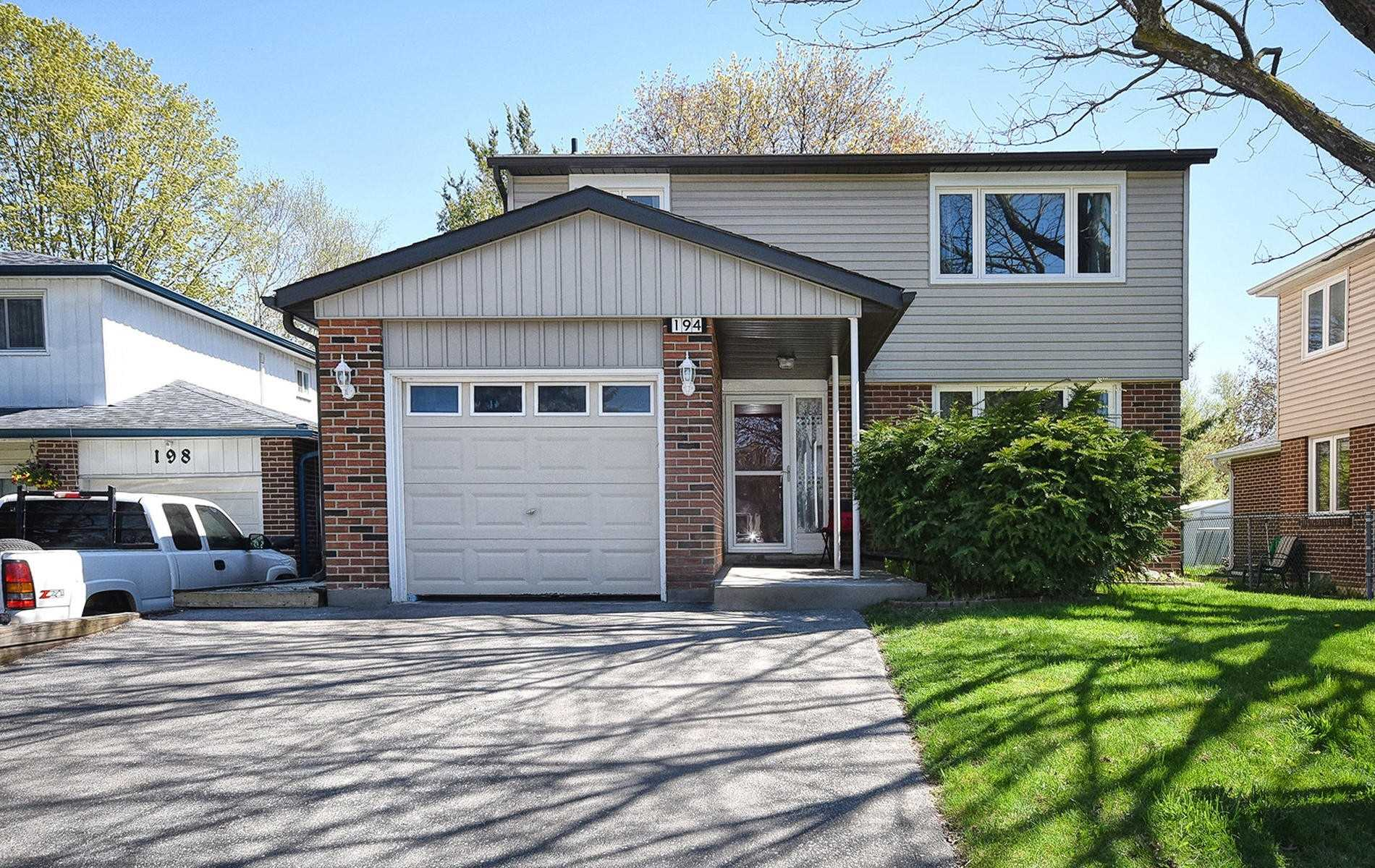 pictures of house for sale MLS: N4769343 located at 194 William Roe Blvd, Newmarket L3Y1B5