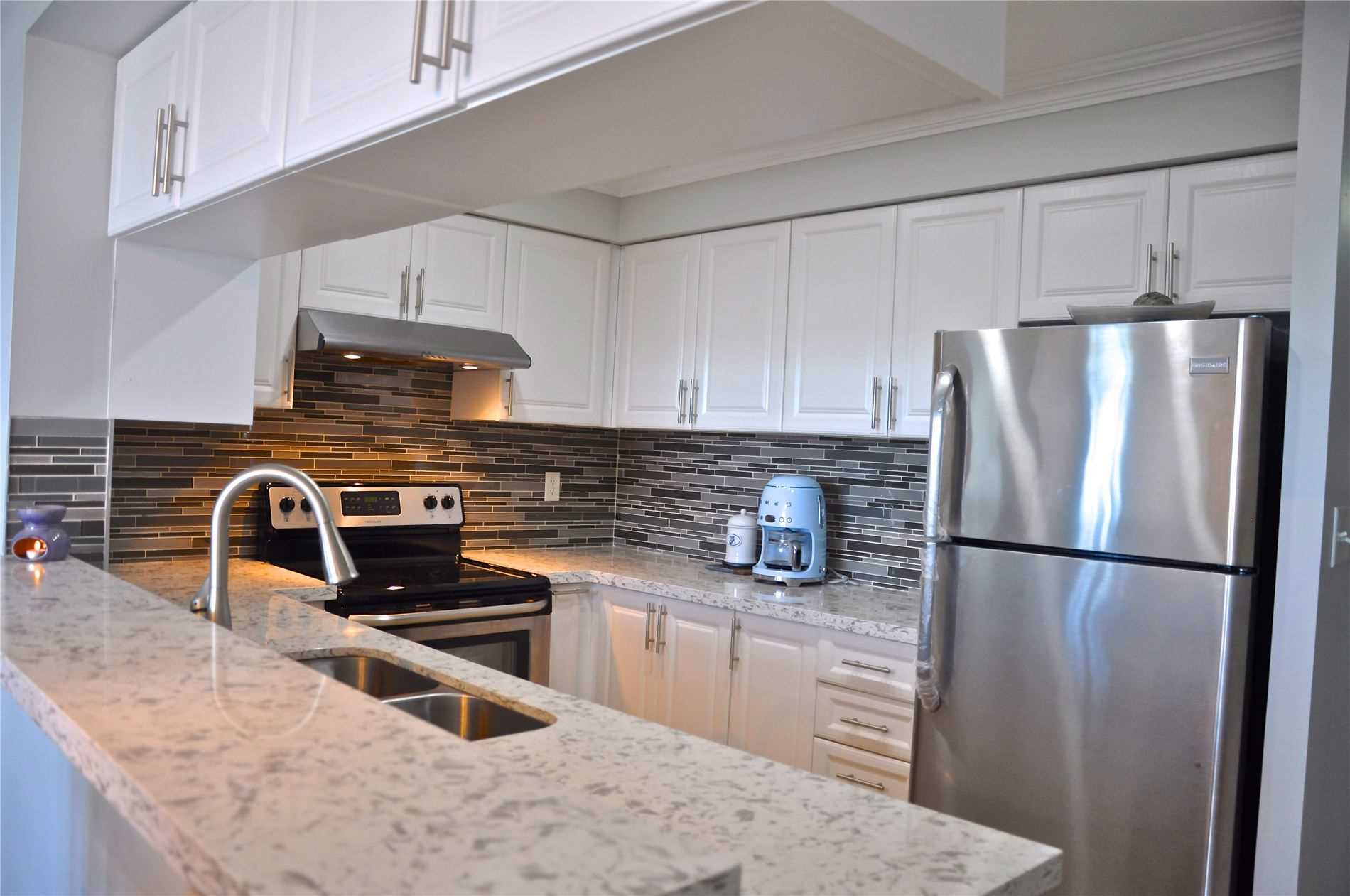 pictures of 39 Oneida Cres, Richmond Hill L4B4T9