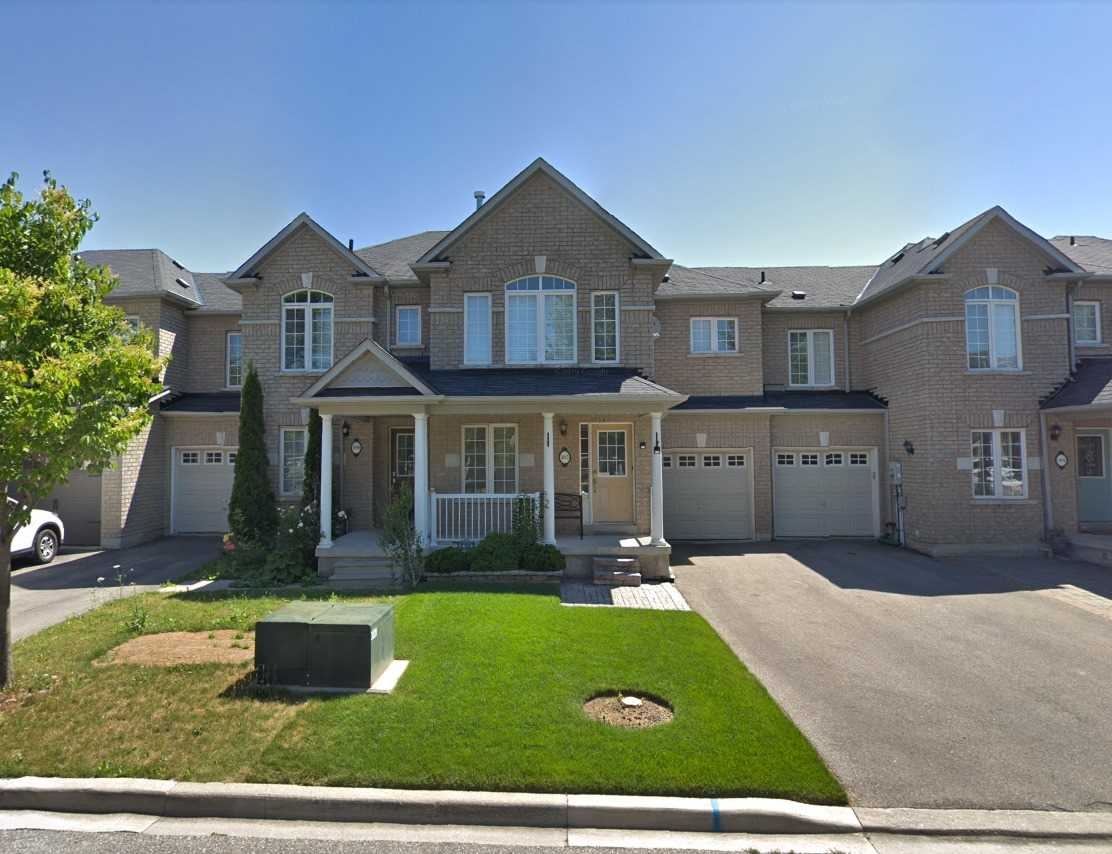 pictures of house for sale MLS: N4770572 located at 102 Gail Parks Cres, Newmarket L3X3C1