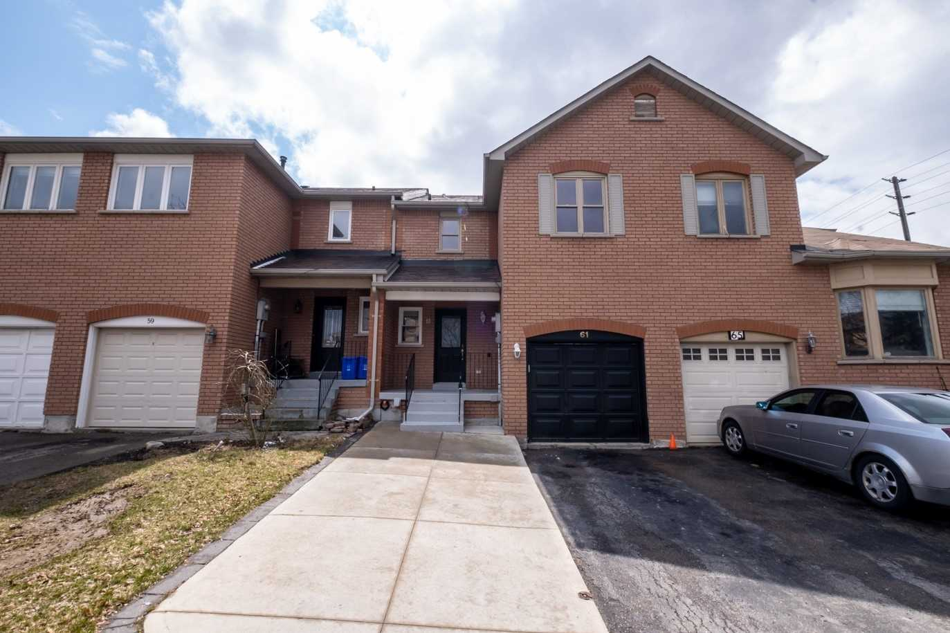 pictures of house for sale MLS: N4771431 located at 61 Dunoon Dr, Vaughan L6A1Z3