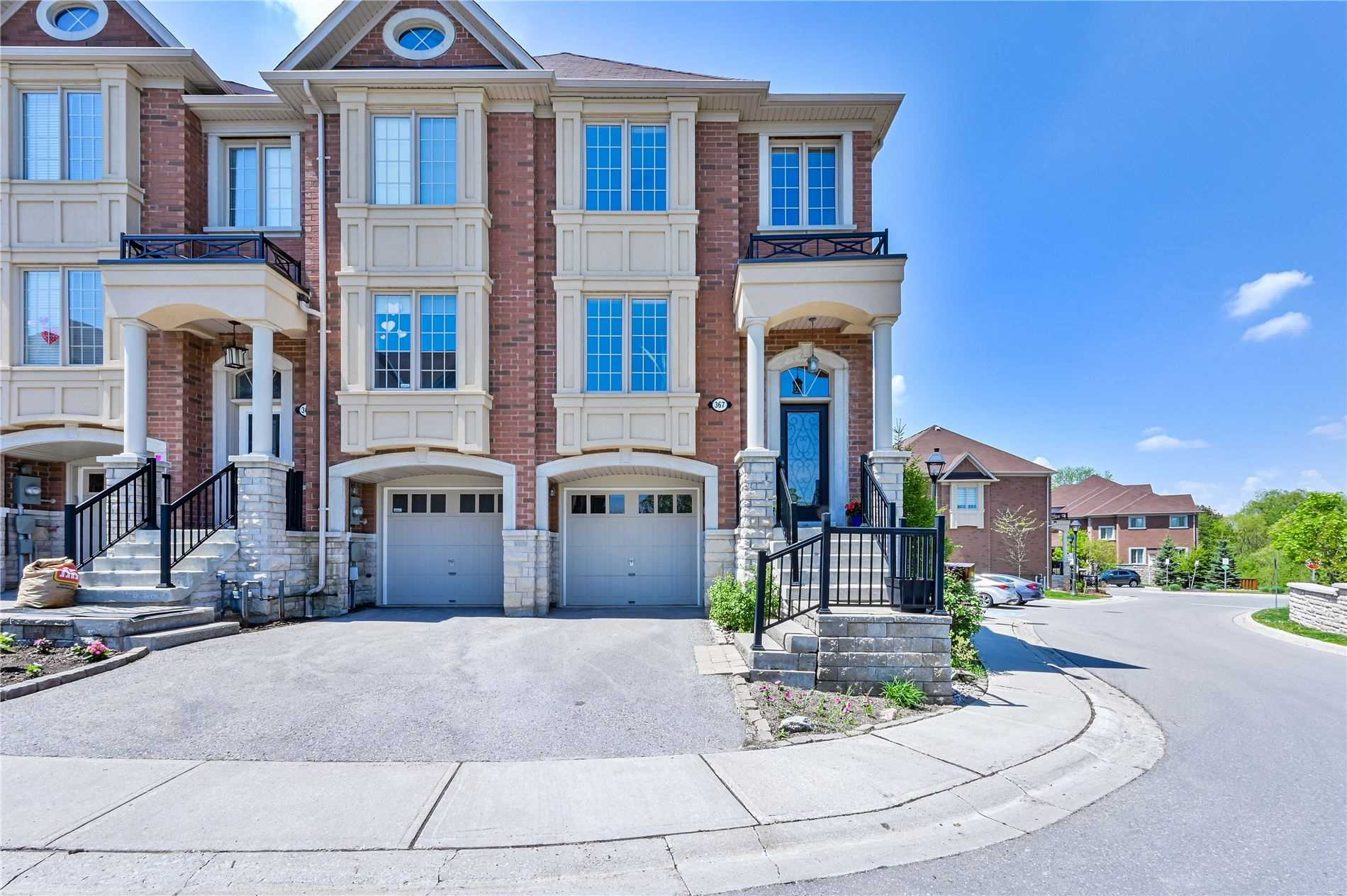 pictures of house for sale MLS: N4772559 located at 367 Doak Lane, Newmarket L3Y0A8
