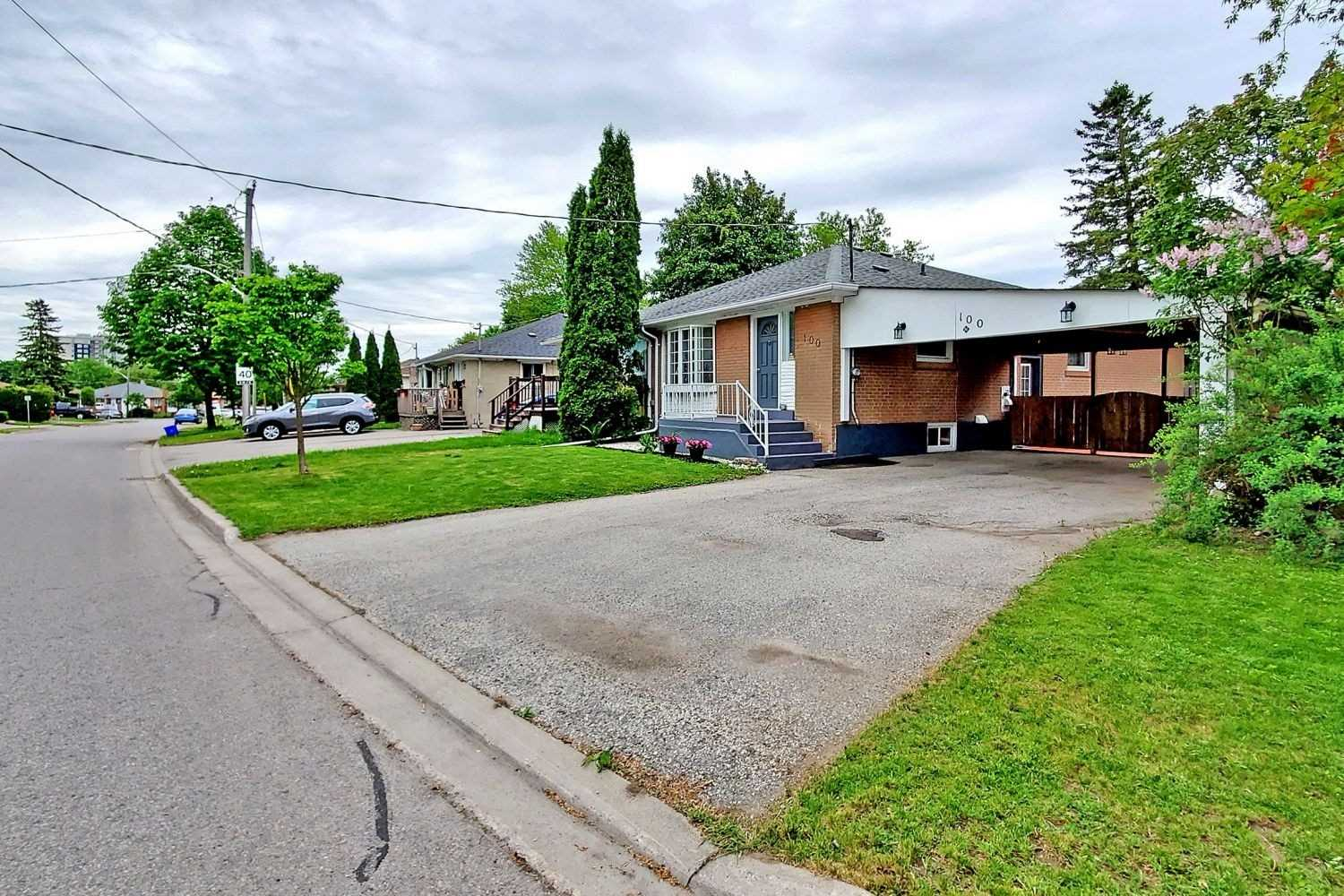 pictures of house for sale MLS: N4774782 located at 100 Sheldon Ave, Newmarket L3Y2V7
