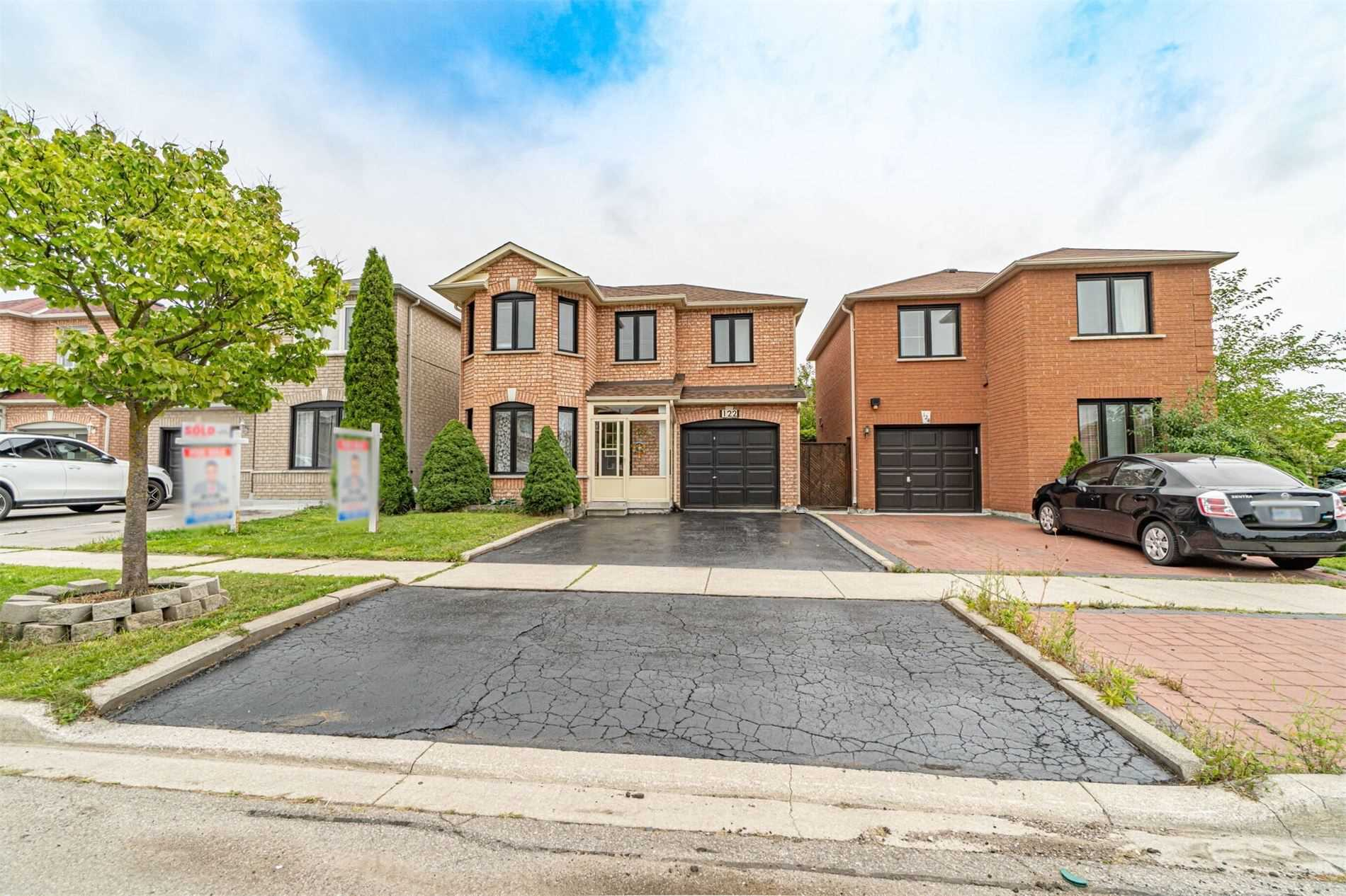 pictures of house for sale MLS: N4904310 located at 122 Denton Circ, Vaughan L6A2N2