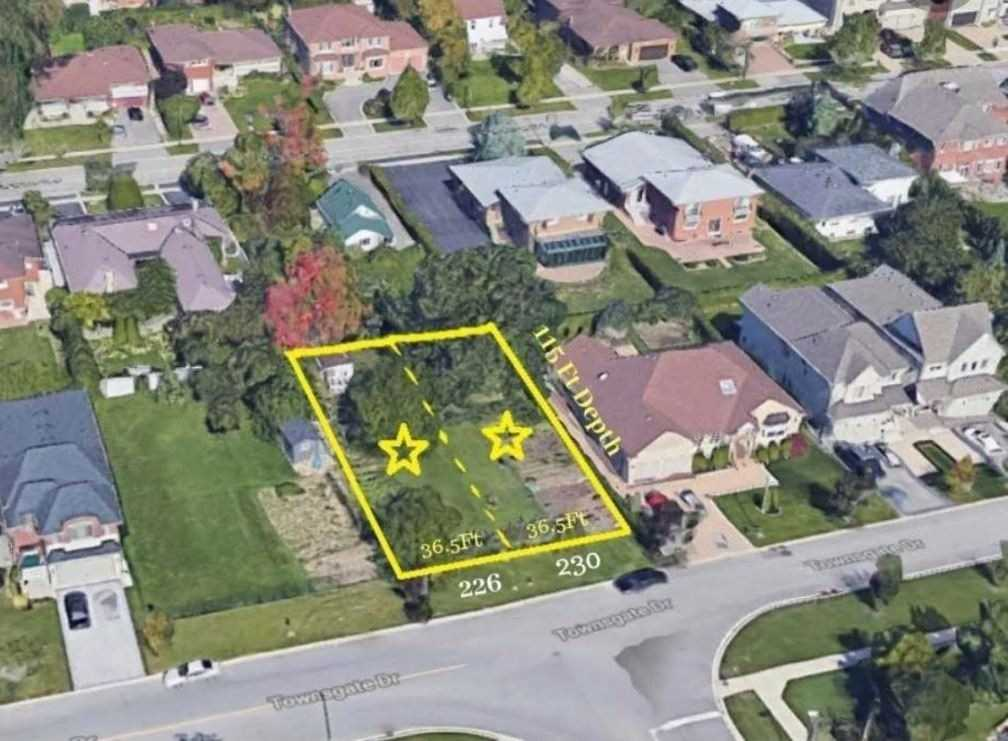 pictures of house for sale MLS: N4973932 located at 226 Townsgate Dr, Vaughan L4J8J5