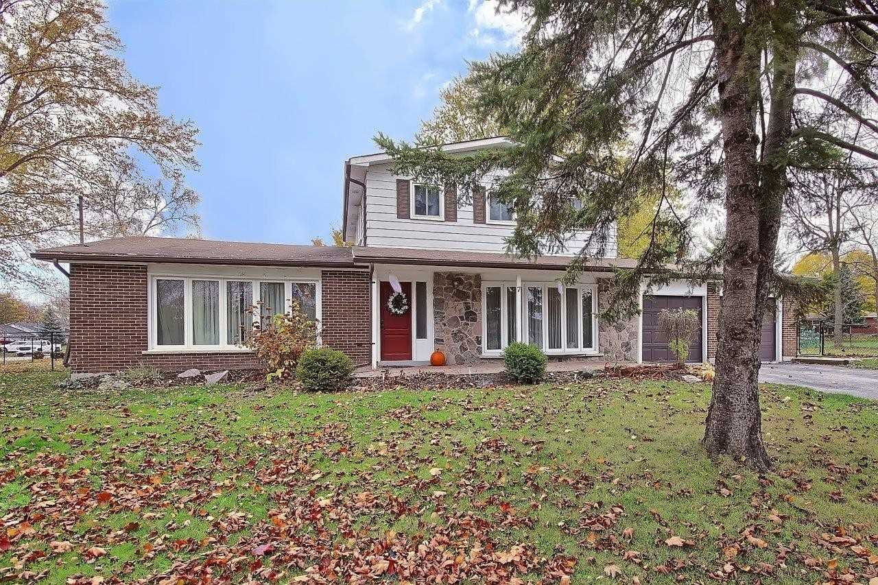 pictures of house for sale MLS: N5056177 located at 7 May Ave, East Gwillimbury L0G1V0
