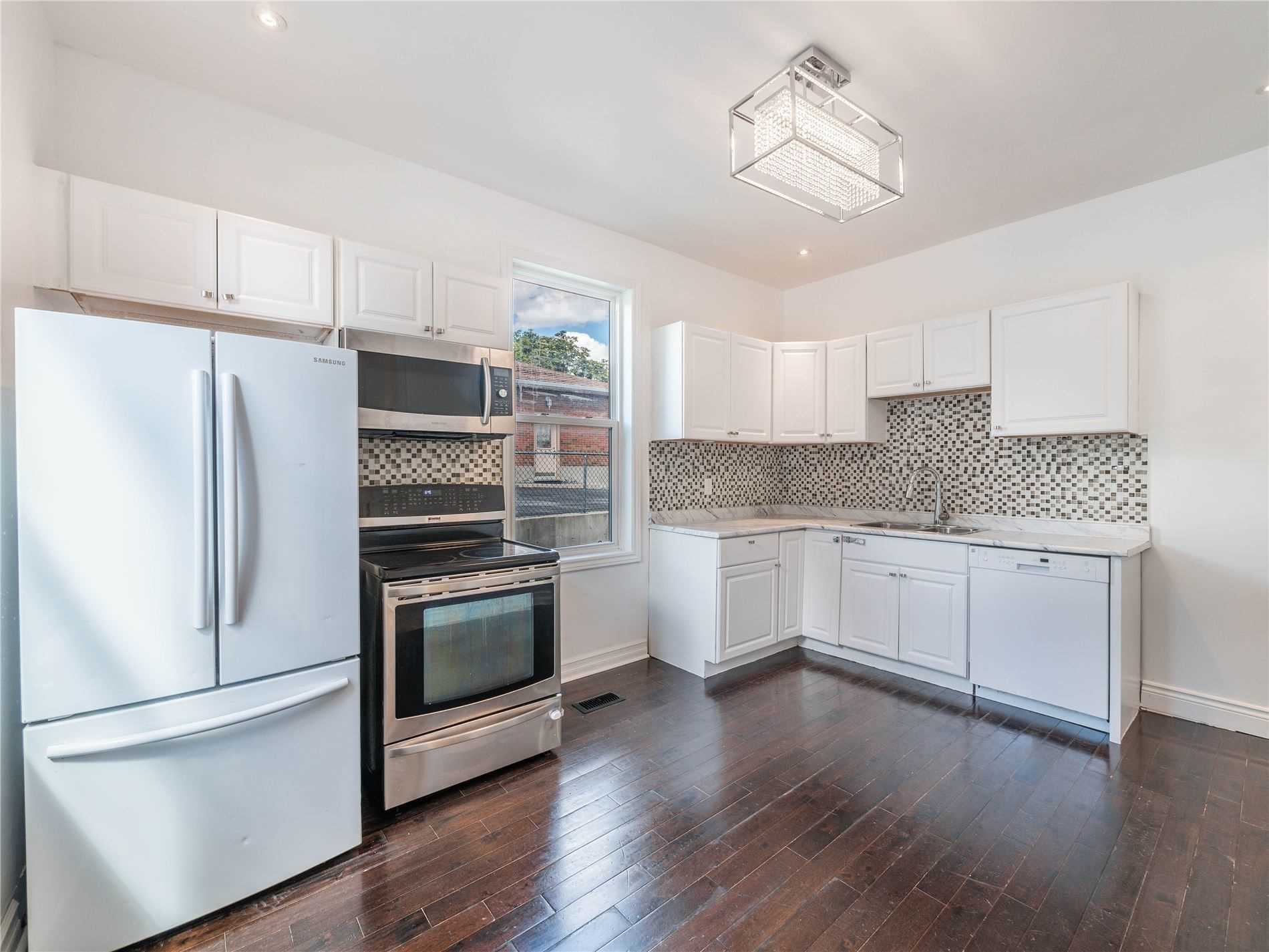 pictures of 87 Simcoe Rd, Bradford West Gwillimbury L0G1B0