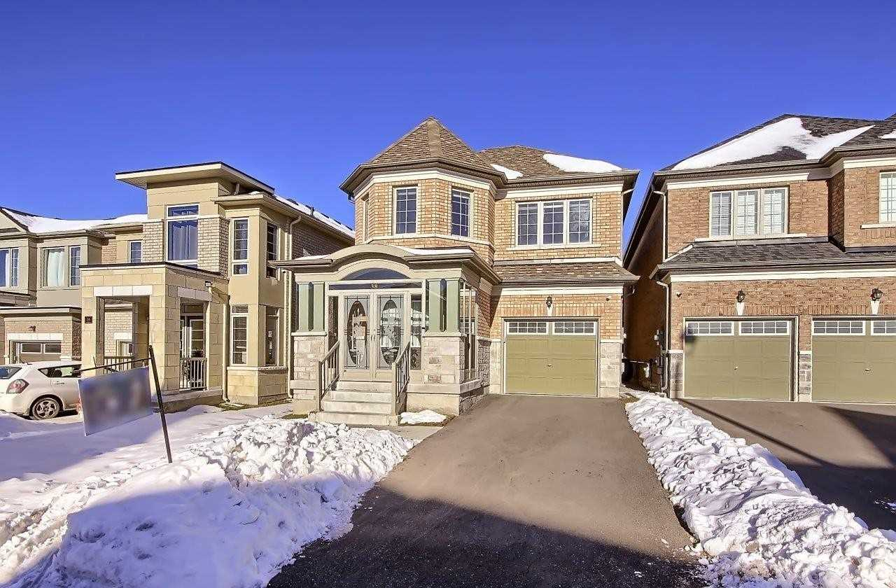 pictures of house for sale MLS: N5079961 located at 38 Applegate Dr, East Gwillimbury L9N0R2