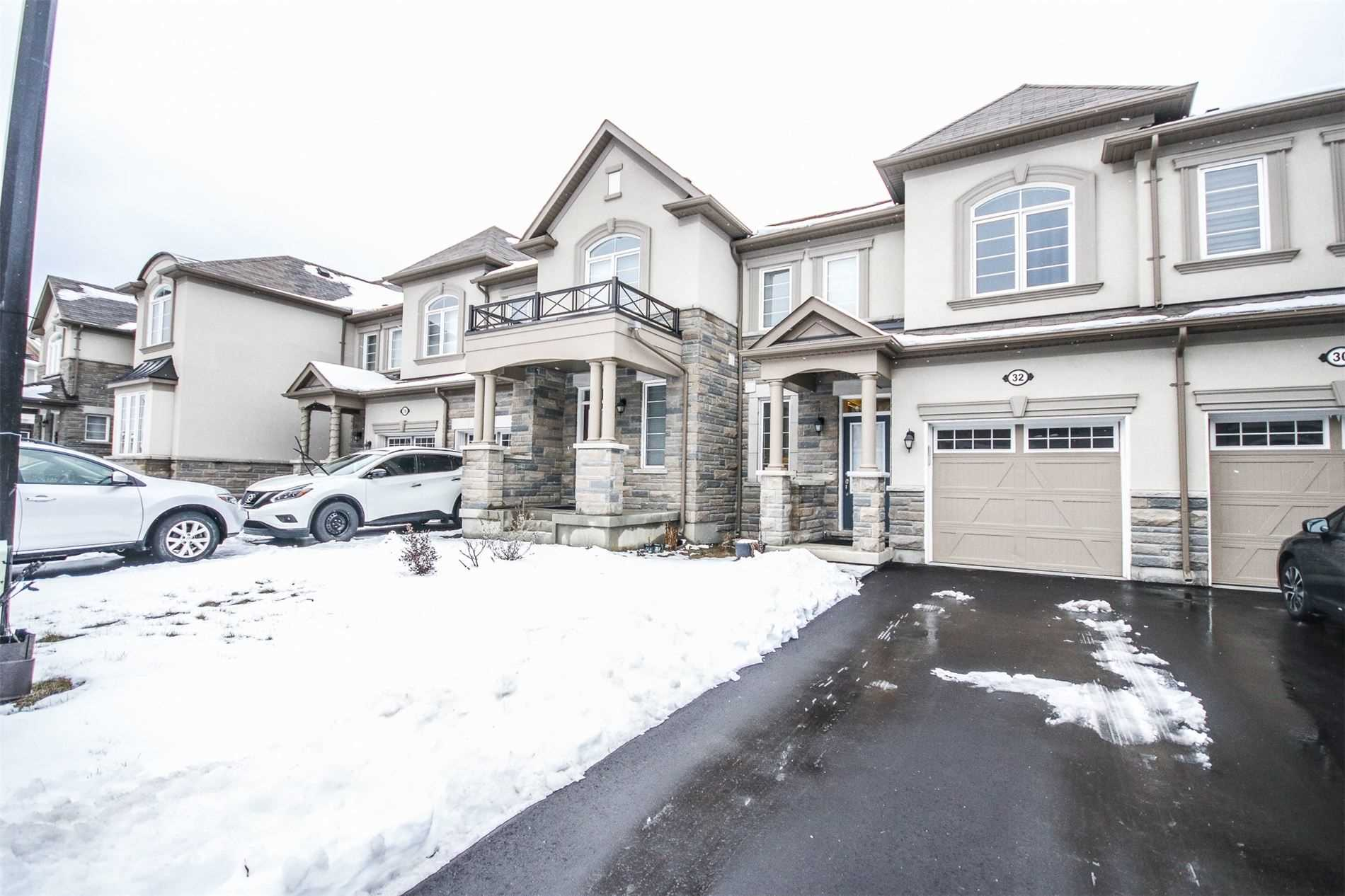 pictures of house for sale MLS: N5080214 located at 32 Casely Ave, Richmond Hill L4S0K3