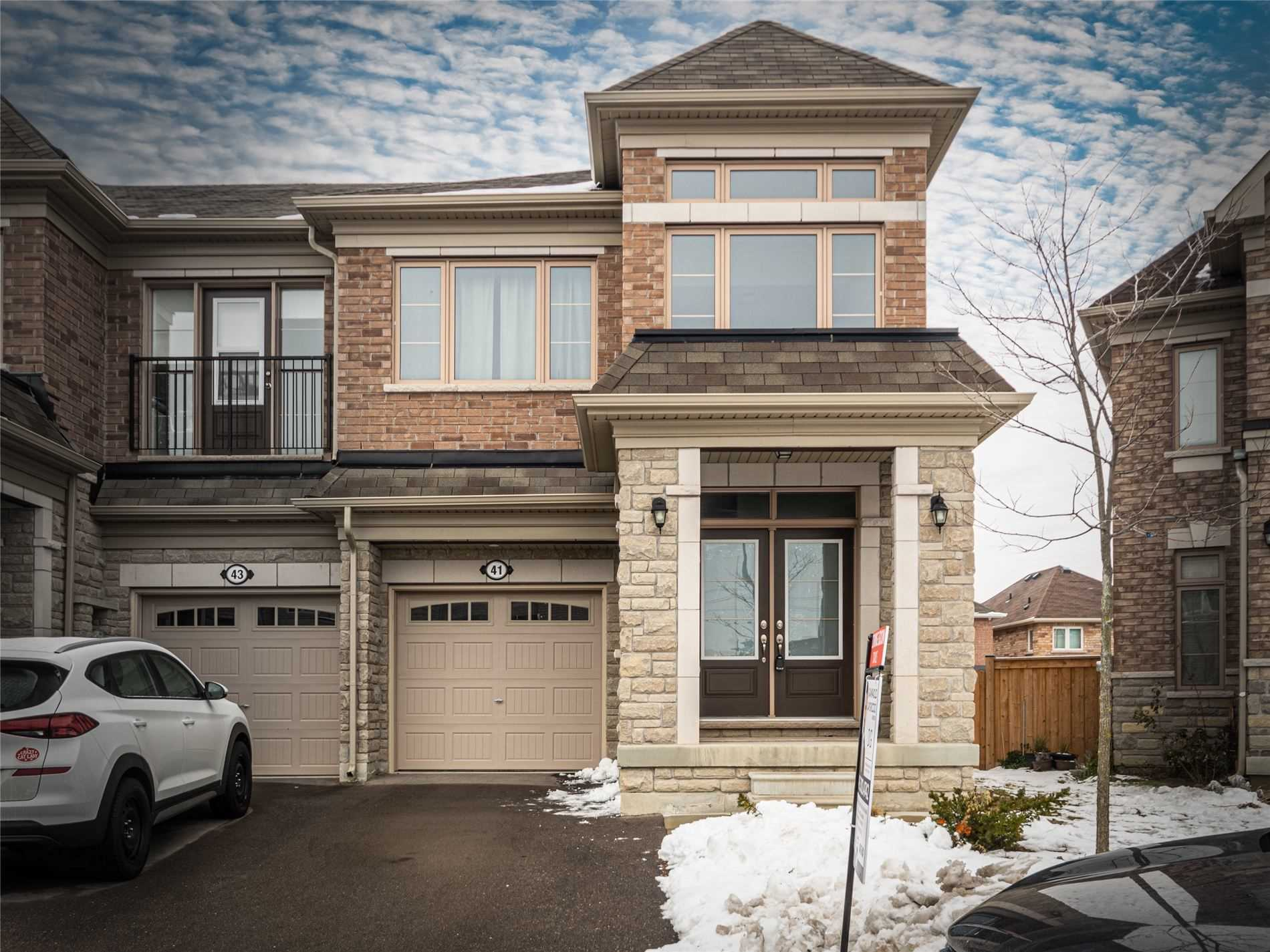 pictures of house for sale MLS: N5084904 located at 41 Vedette Way, Vaughan L4H4K2