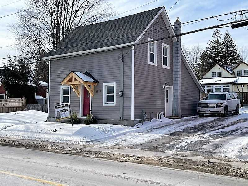 pictures of house for sale MLS: N5085598 located at 102 Toronto St S, Uxbridge L9P1H2