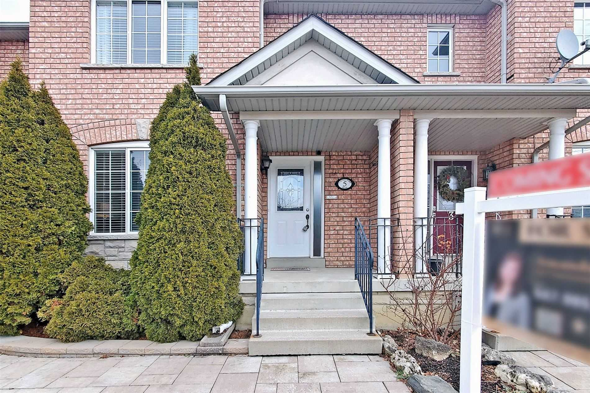 pictures of house for sale MLS: N5086941 located at 5 Castle Park Blvd, Vaughan L4H1V3