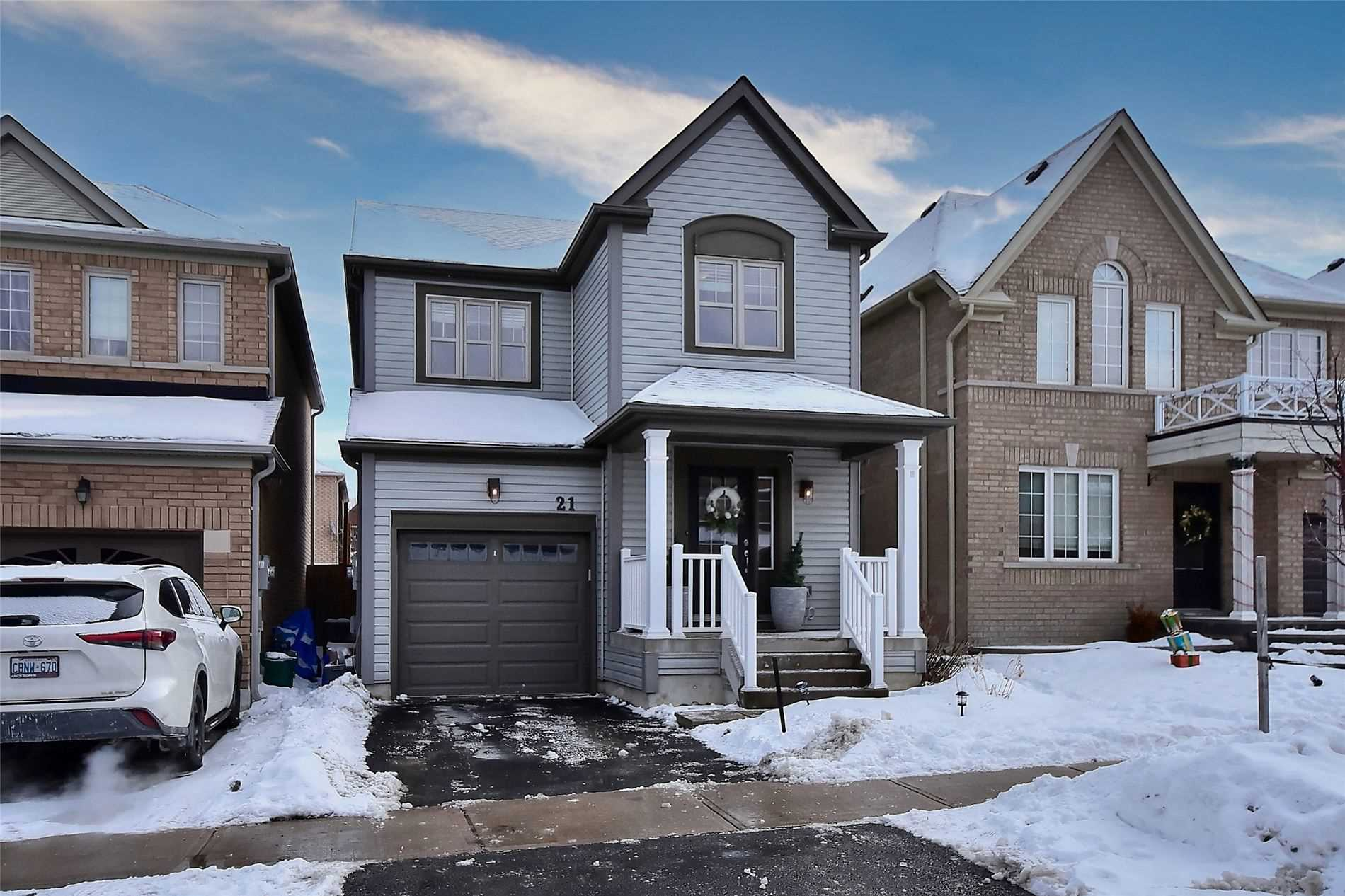 pictures of house for sale MLS: N5125503 located at 21 Milligan St, Bradford West Gwillimbury L3Z0A6