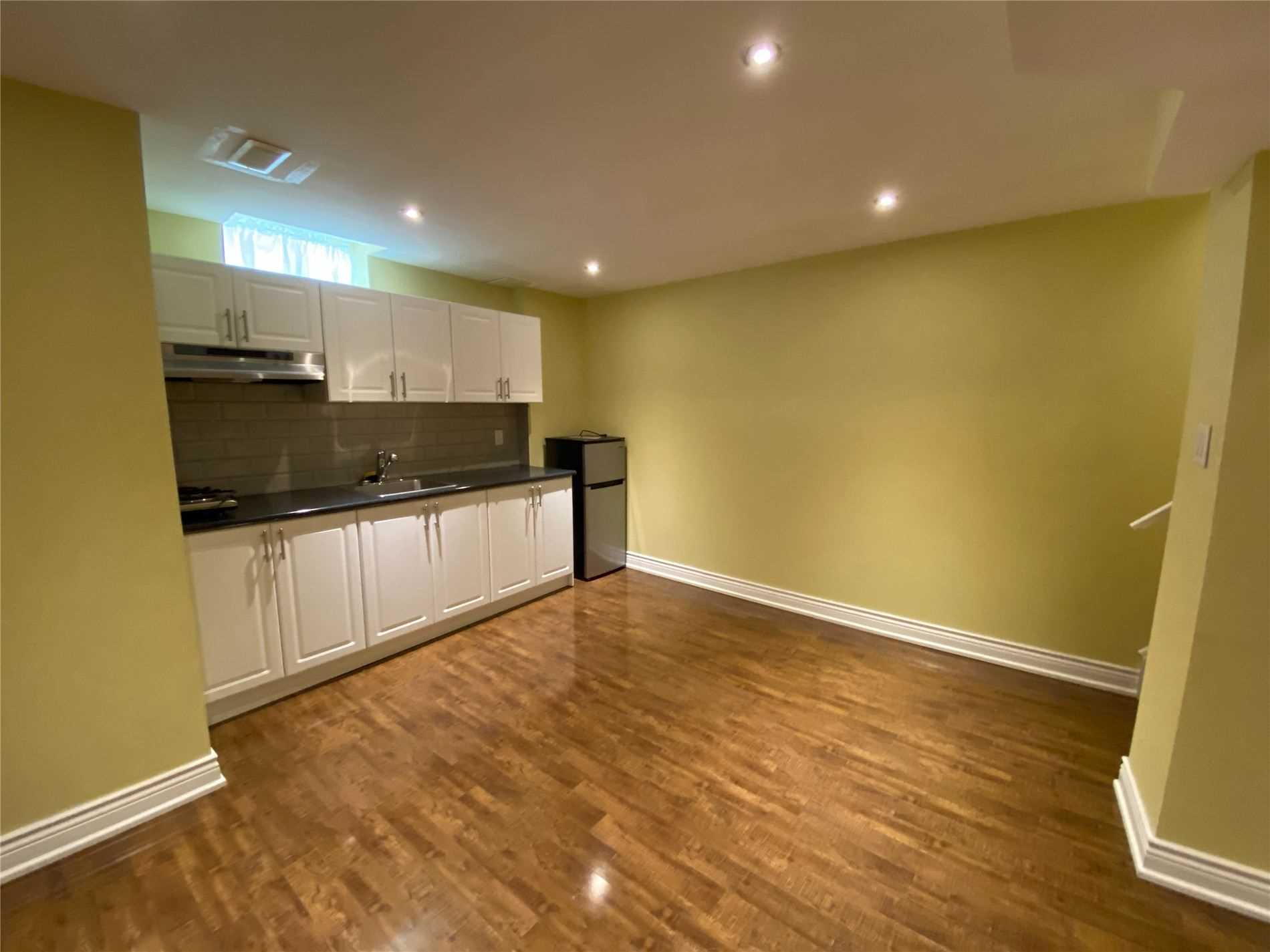 Image 3 of 8 showing inside of 0 Bedroom Semi-Detached Apartment for Lease at 2 Maroon Dr, Richmond Hill L4E5B4