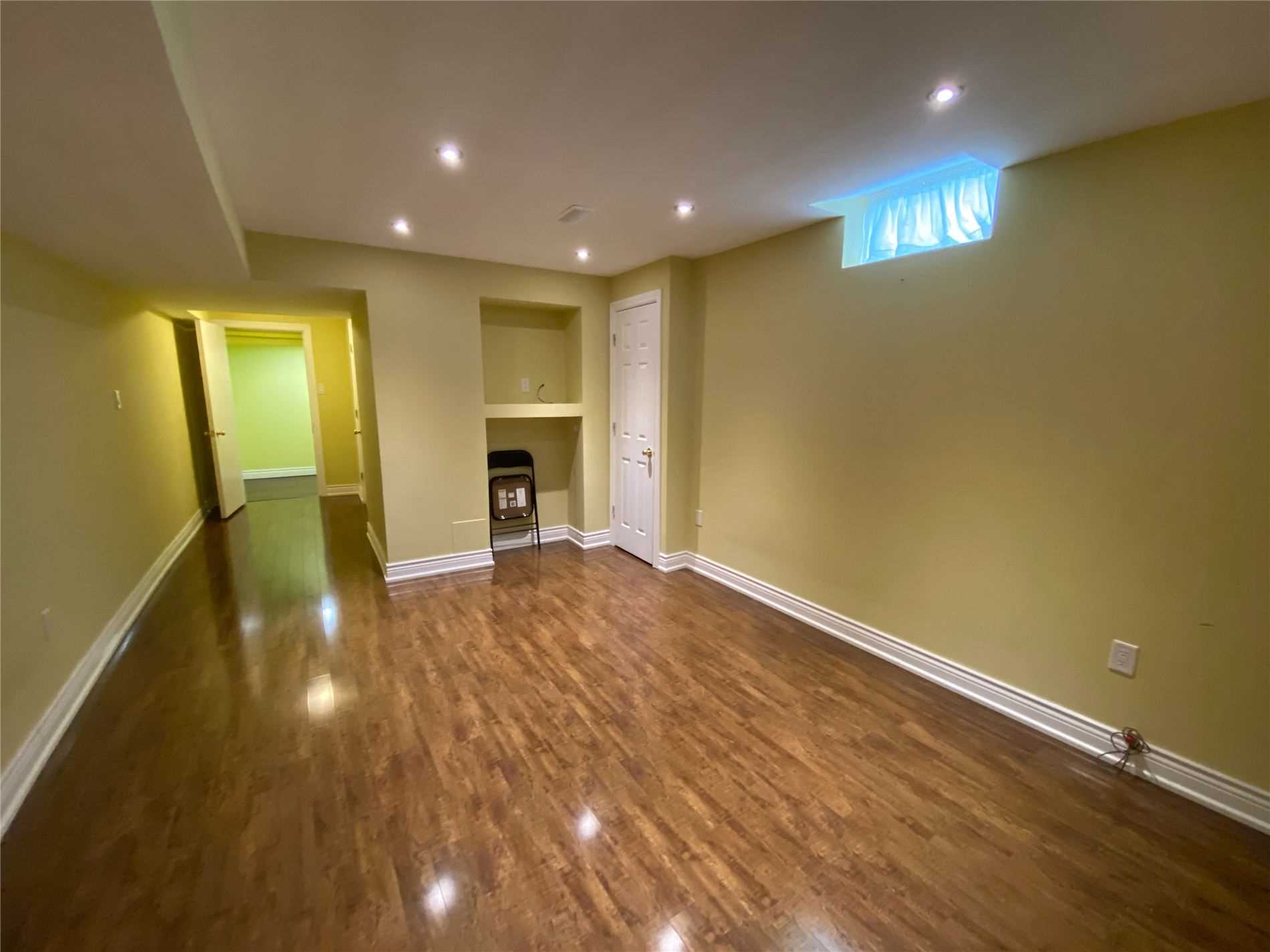 Image 4 of 8 showing inside of 0 Bedroom Semi-Detached Apartment for Lease at 2 Maroon Dr, Richmond Hill L4E5B4