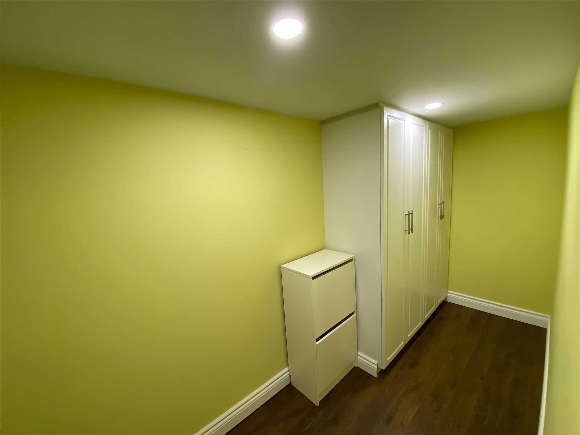 Image 5 of 8 showing inside of 0 Bedroom Semi-Detached Apartment for Lease at 2 Maroon Dr, Richmond Hill L4E5B4