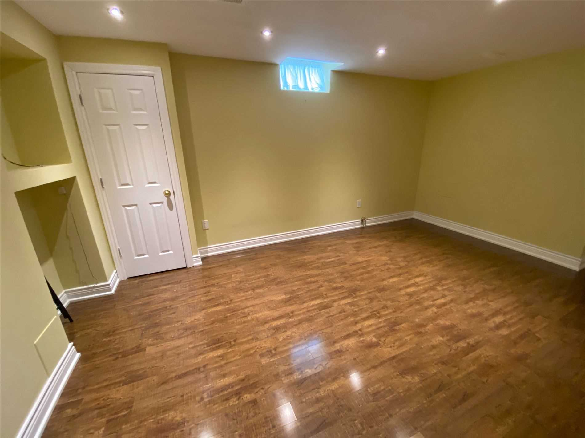 Image 7 of 8 showing inside of 0 Bedroom Semi-Detached Apartment for Lease at 2 Maroon Dr, Richmond Hill L4E5B4