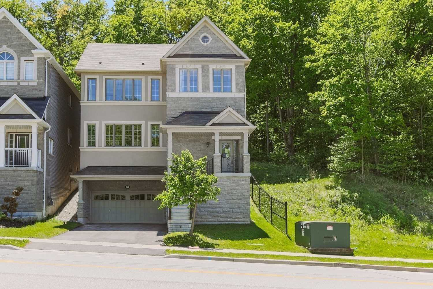 pictures of 178 Woodspring Ave, Newmarket L3X3J4