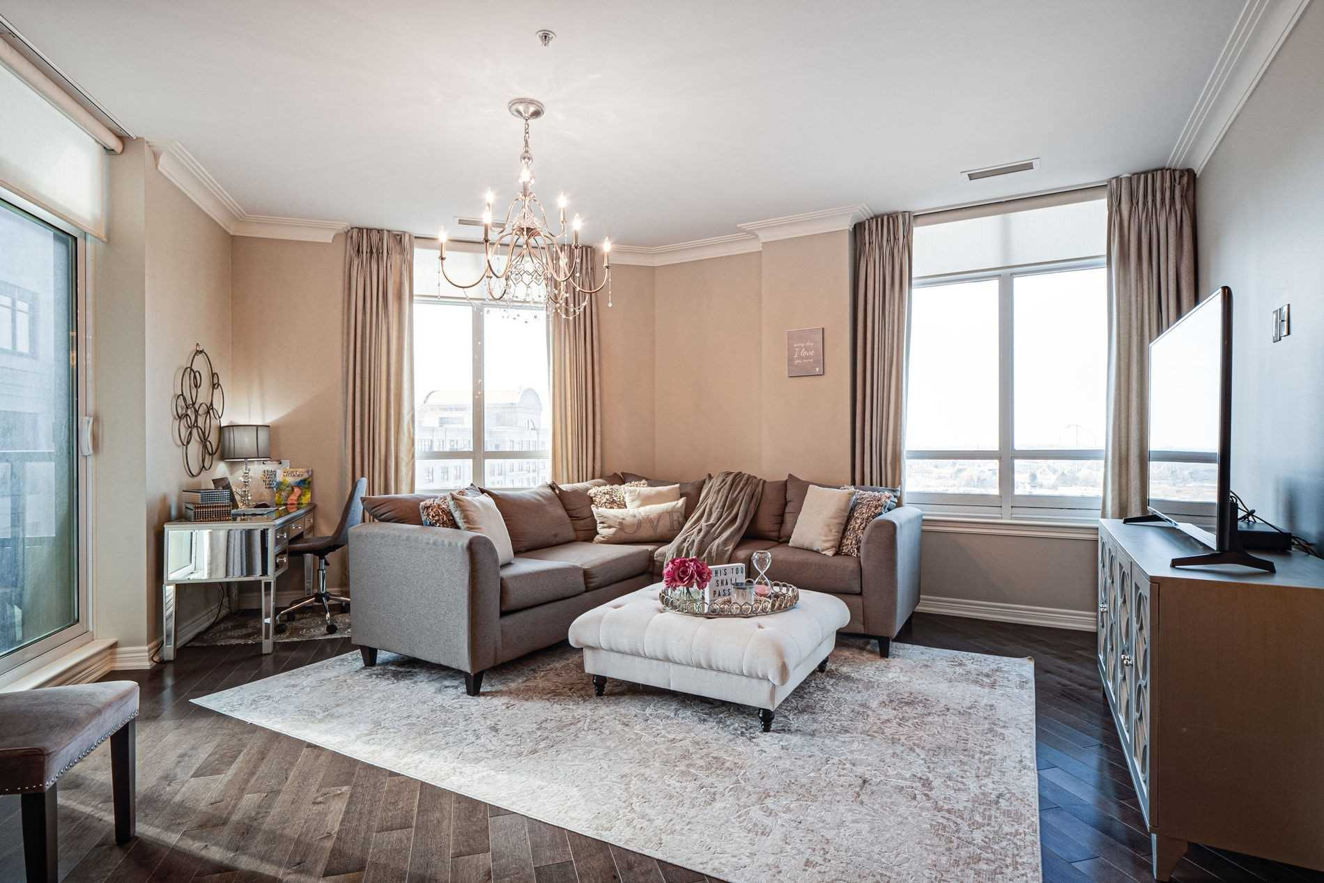 Image 7 of 40 showing inside of 2 Bedroom Condo Apt Apartment for Sale at 9255 Jane St Unit# 1702, Vaughan L6A0K1