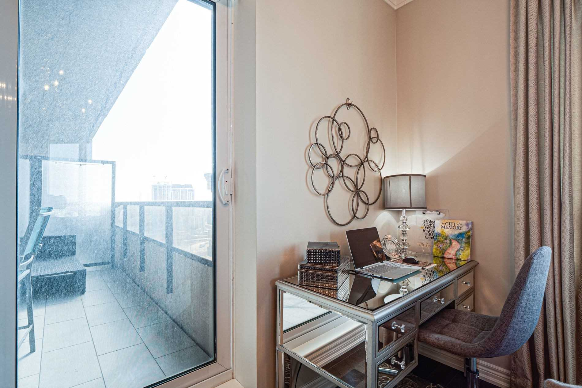 Image 11 of 40 showing inside of 2 Bedroom Condo Apt Apartment for Sale at 9255 Jane St Unit# 1702, Vaughan L6A0K1