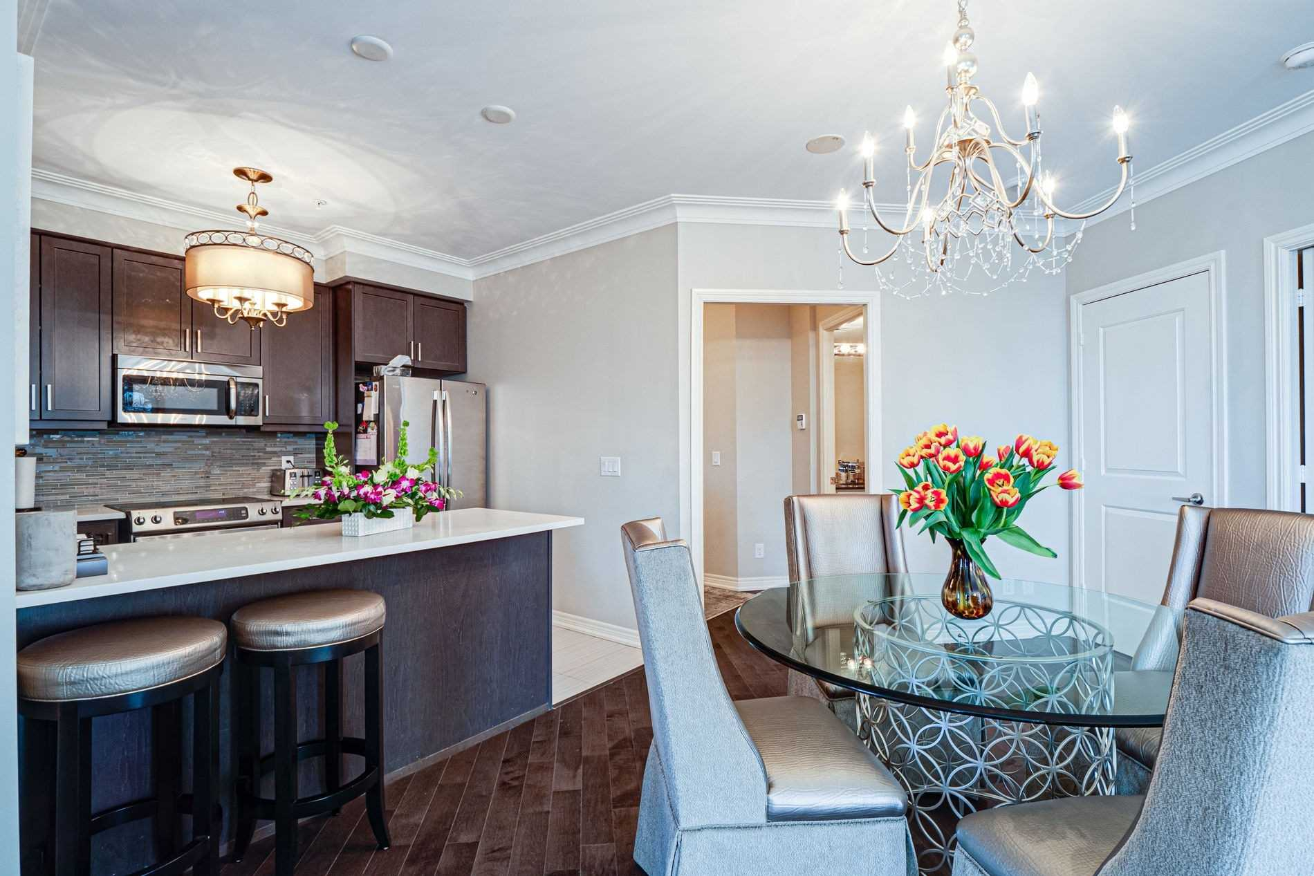 Image 16 of 40 showing inside of 2 Bedroom Condo Apt Apartment for Sale at 9255 Jane St Unit# 1702, Vaughan L6A0K1