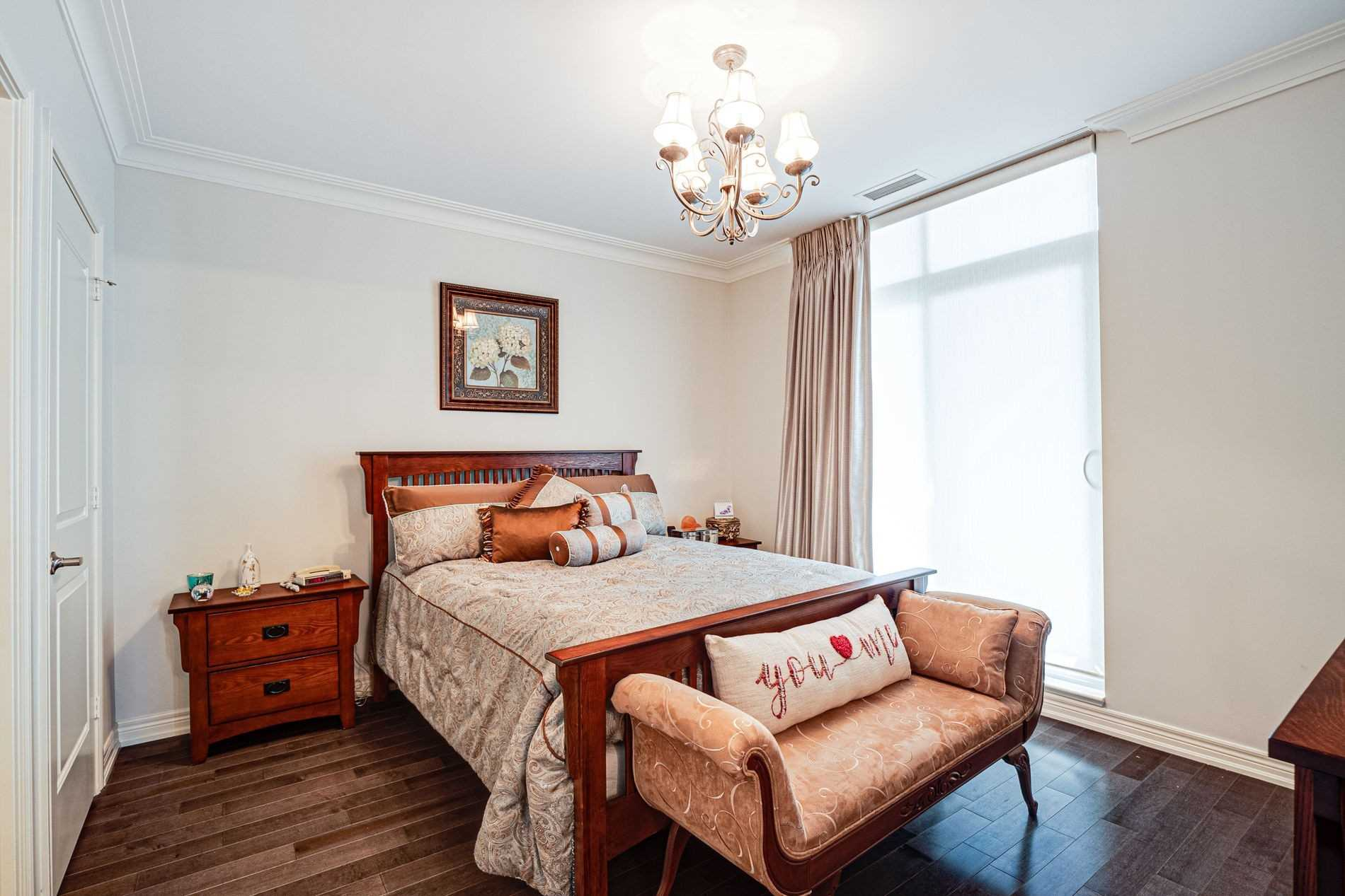 Image 17 of 40 showing inside of 2 Bedroom Condo Apt Apartment for Sale at 9255 Jane St Unit# 1702, Vaughan L6A0K1