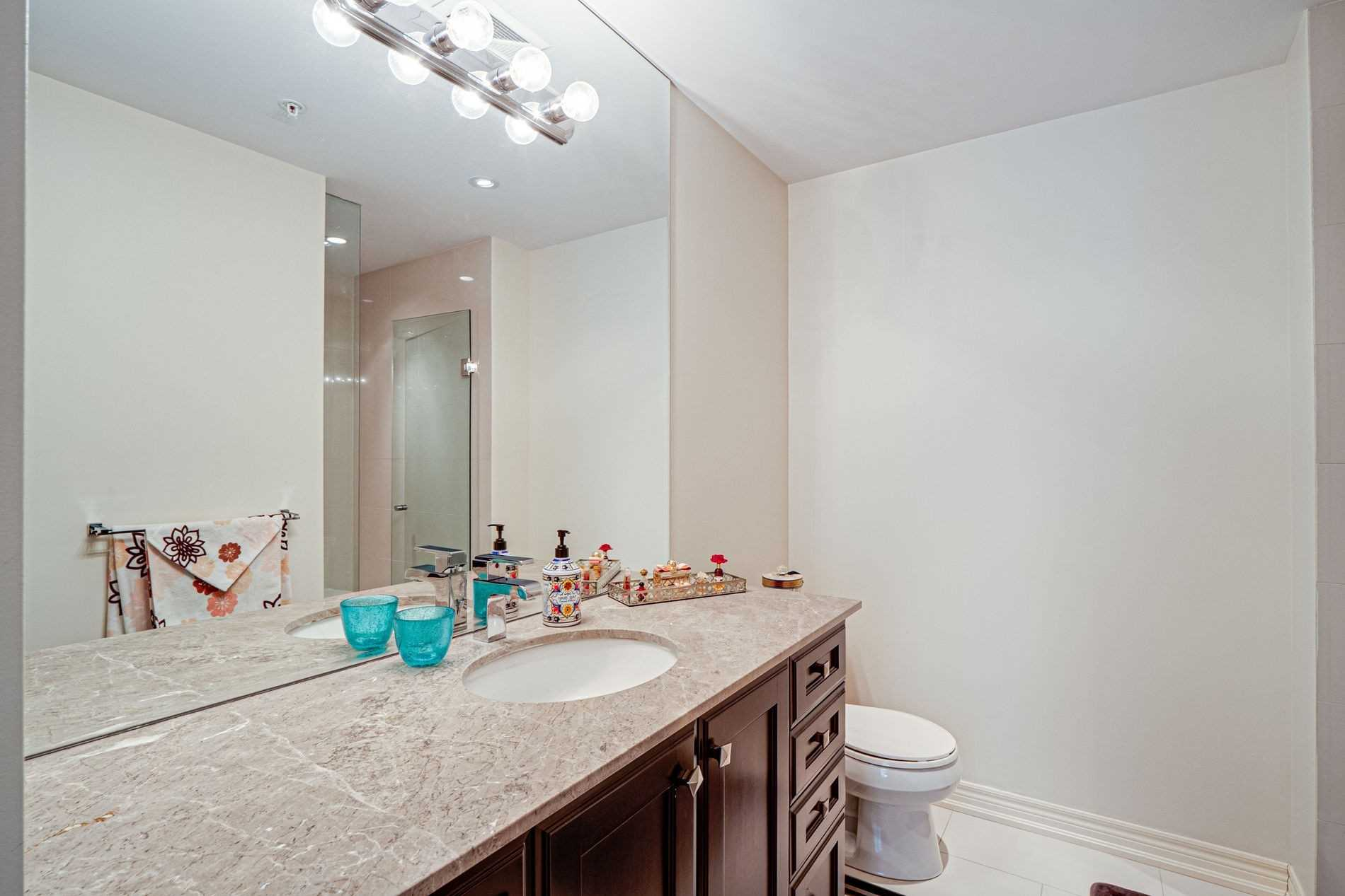 Image 19 of 40 showing inside of 2 Bedroom Condo Apt Apartment for Sale at 9255 Jane St Unit# 1702, Vaughan L6A0K1