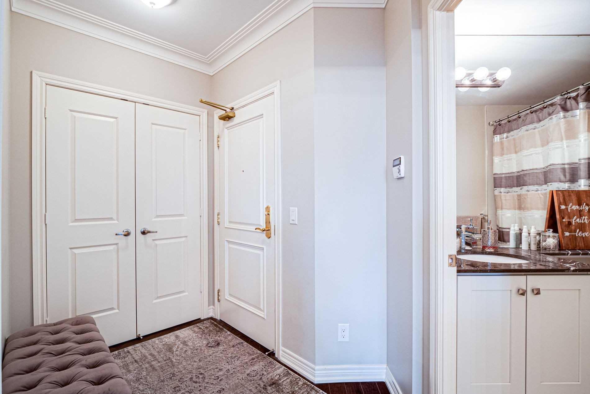 Image 20 of 40 showing inside of 2 Bedroom Condo Apt Apartment for Sale at 9255 Jane St Unit# 1702, Vaughan L6A0K1