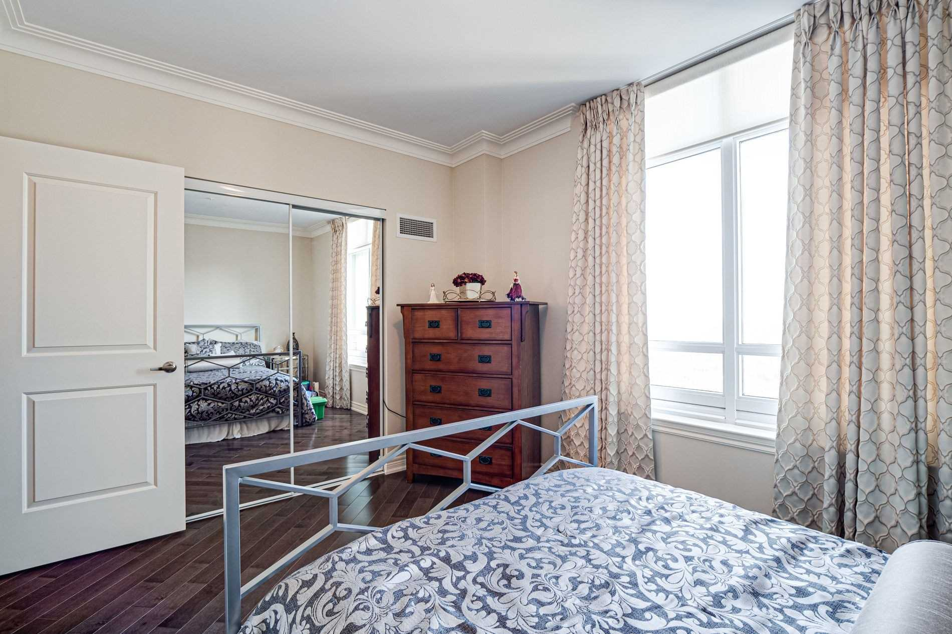 Image 24 of 40 showing inside of 2 Bedroom Condo Apt Apartment for Sale at 9255 Jane St Unit# 1702, Vaughan L6A0K1