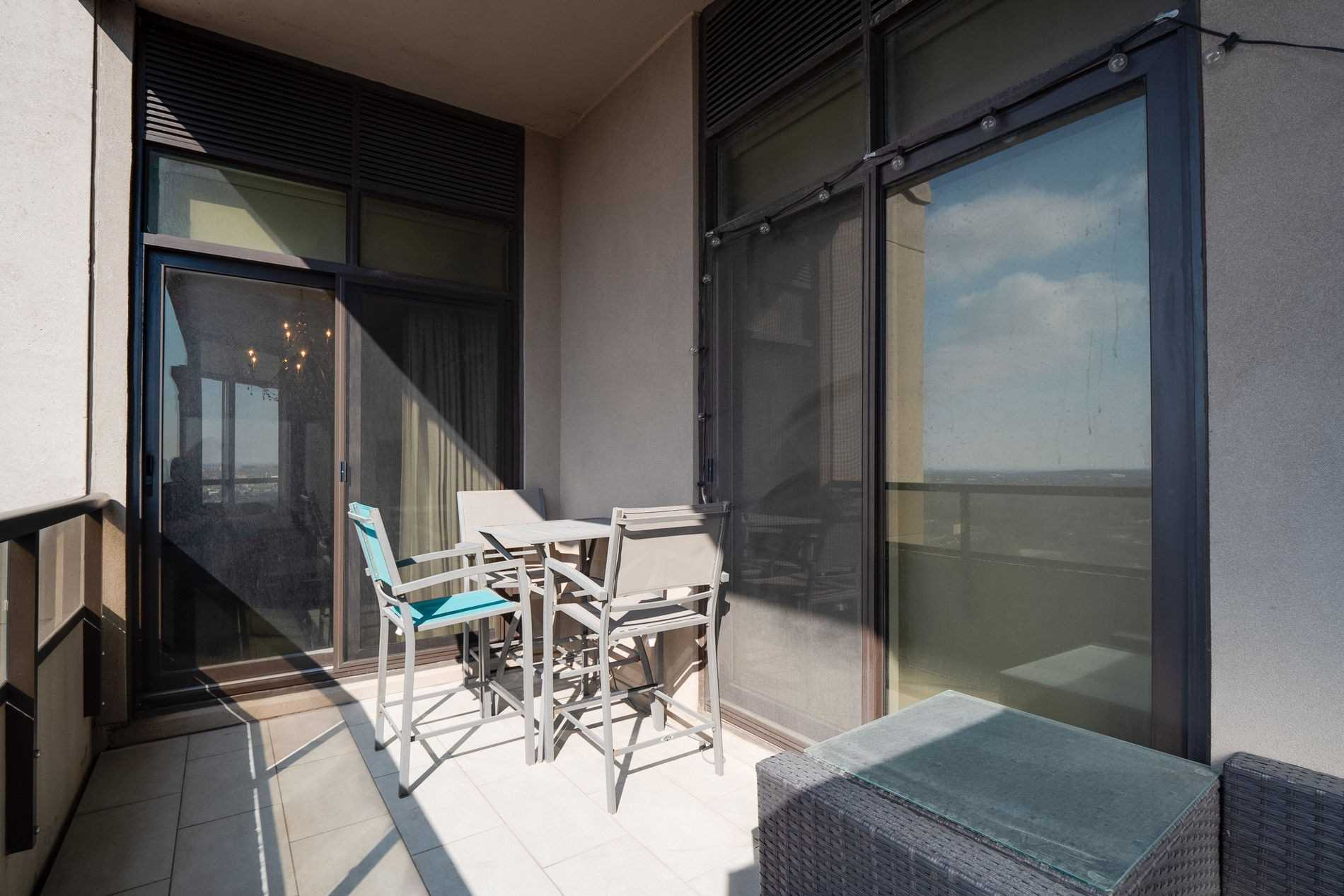 Image 28 of 40 showing inside of 2 Bedroom Condo Apt Apartment for Sale at 9255 Jane St Unit# 1702, Vaughan L6A0K1